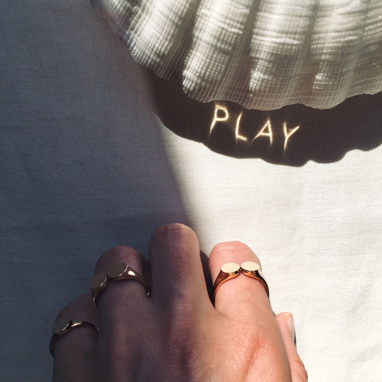 Two Dots Ring PLAY © THE RAYY