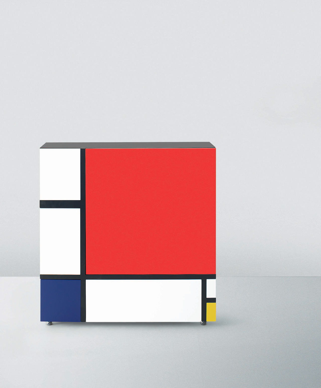 Cabinet with doors and drawers inspired by the most graphic masterpieces of Piet Mondrian, designed by Shiro Kuramata for Cappellini in 1975 and produced in 2009. Photo © Cappellini.