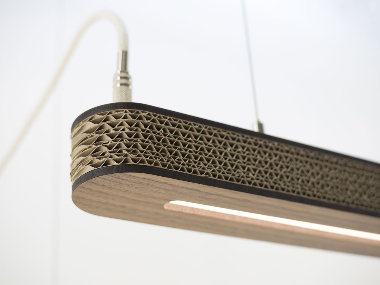 Cartoni 900: Lightweight LED-light in cardboard by Wisse Trooster for Cartoni Design.