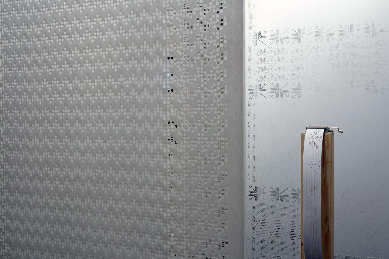 TheSOUNDWEAVINGinstallation by textile designerZsanett Szirmayand musical composerBálint Tárkány-Kovács. Photo©DXDBW.