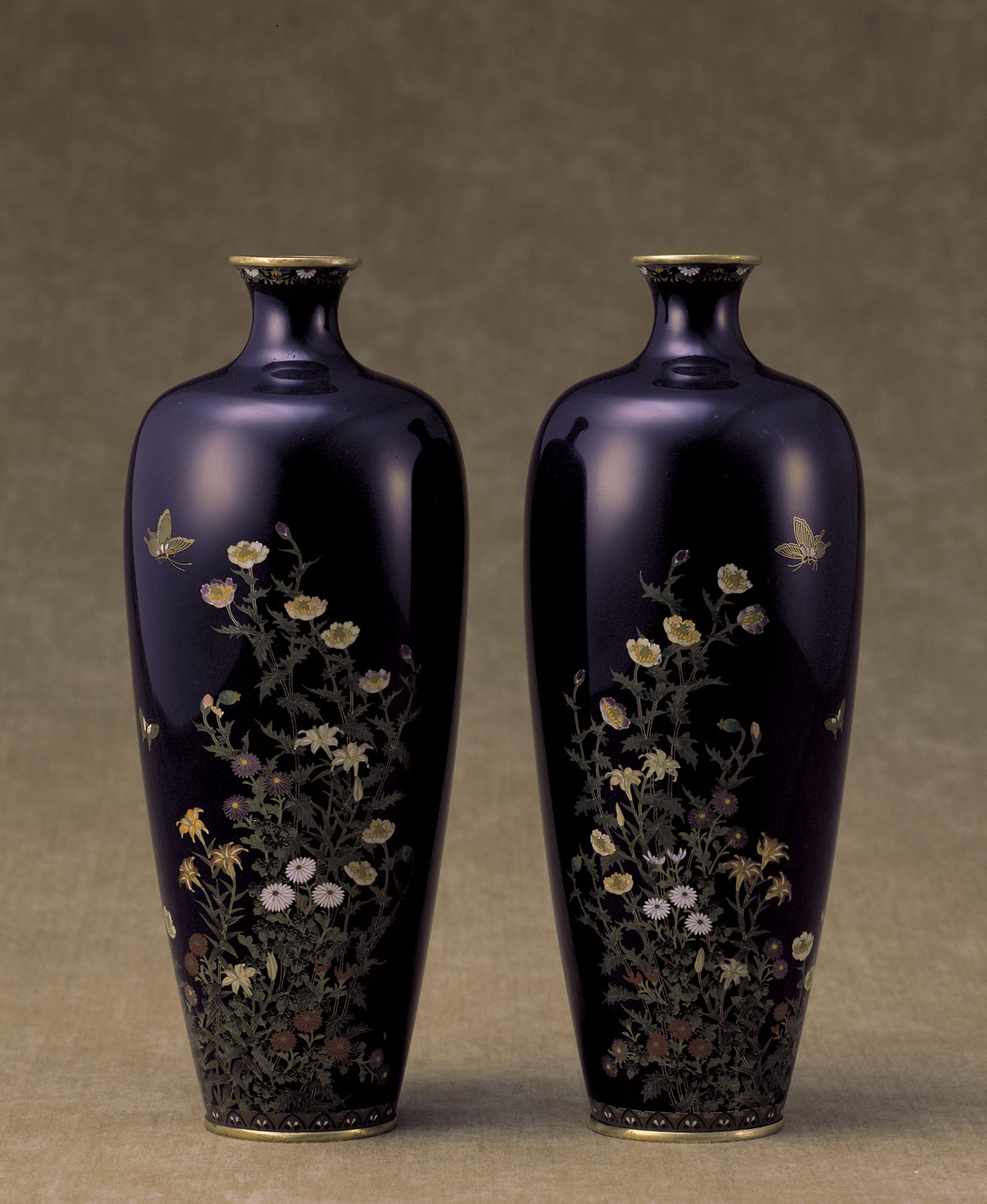 Pair of vases with butterflies and flowers of the four seasonsBy Kin'unken InabaLate 19th - early 20th centuryWired cloisonnè.Photo by Kimura Yoichi.