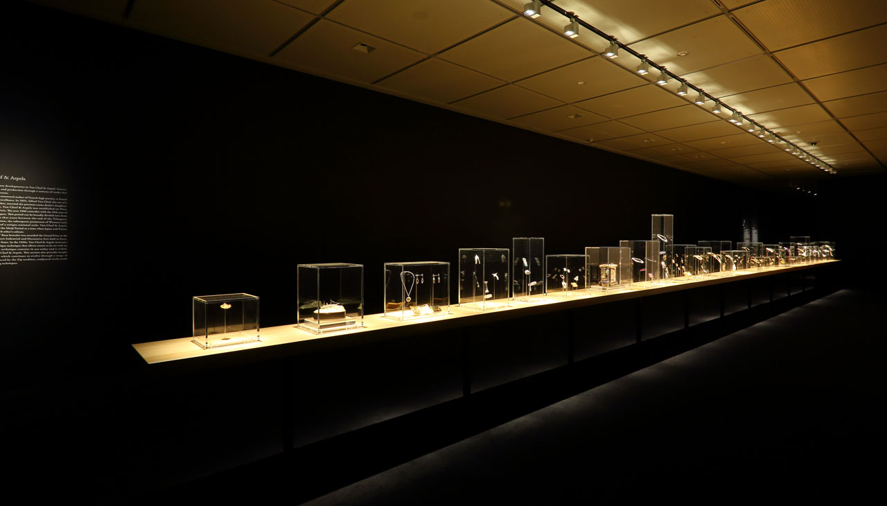 Mastery of an Art / Exhibition view at the National Museum of Modern Art in Kyoto, Japan 2017.Photo © Van Cleef & Arpels.