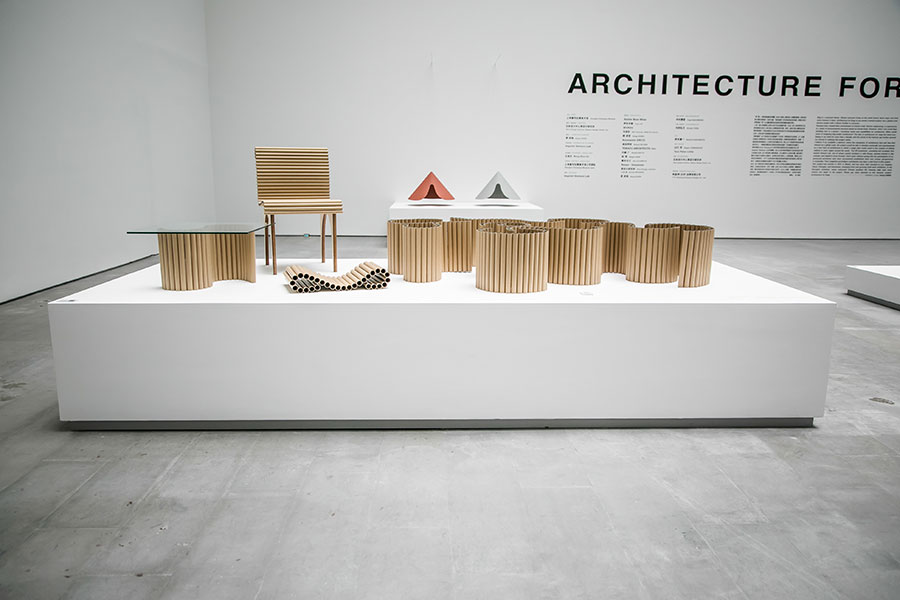 'Architecture for dogs' exhibition. Shigeru BAN X Papillon. With just two wires, the paper found inside the ubiquitous cylinder of plastic wrap changes shape to make a space for dogs. You can make a bed, a swing, a maze-like environment, or even a chair or table for yourself. Photo by Ding Yifei.