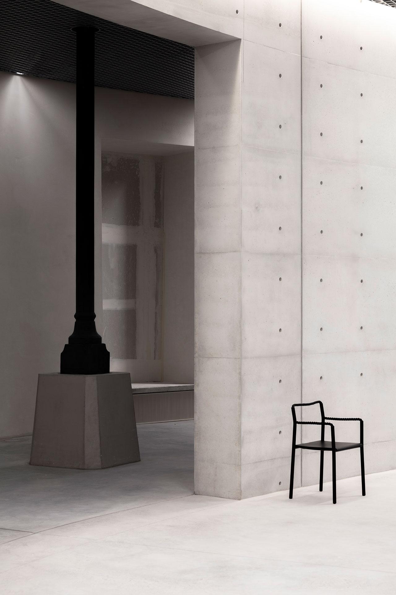 Ronan et Erwan Bouroullec, Chaise corde, 2020. © Studio Bouroullec© Tadao Ando Architect & Associates, NeM / Niney et MarcaCourtesy Bourse de Commerce - Pinault Collection