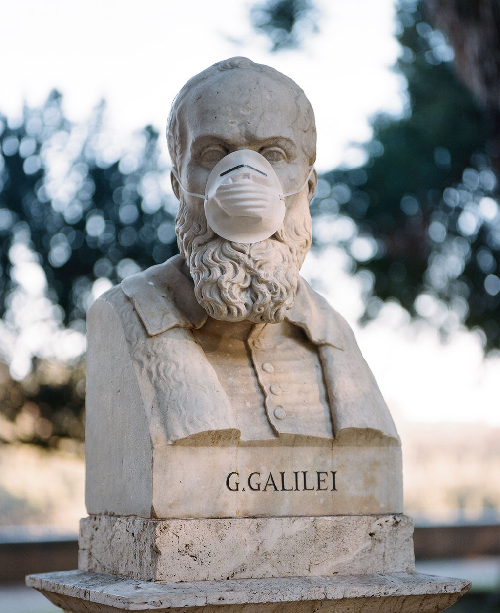 Bust of physicist and astronomer Galileo Galilei (1564-1642) at Villa Borghese gardens, Rome. Photo © Federico Pestilli.