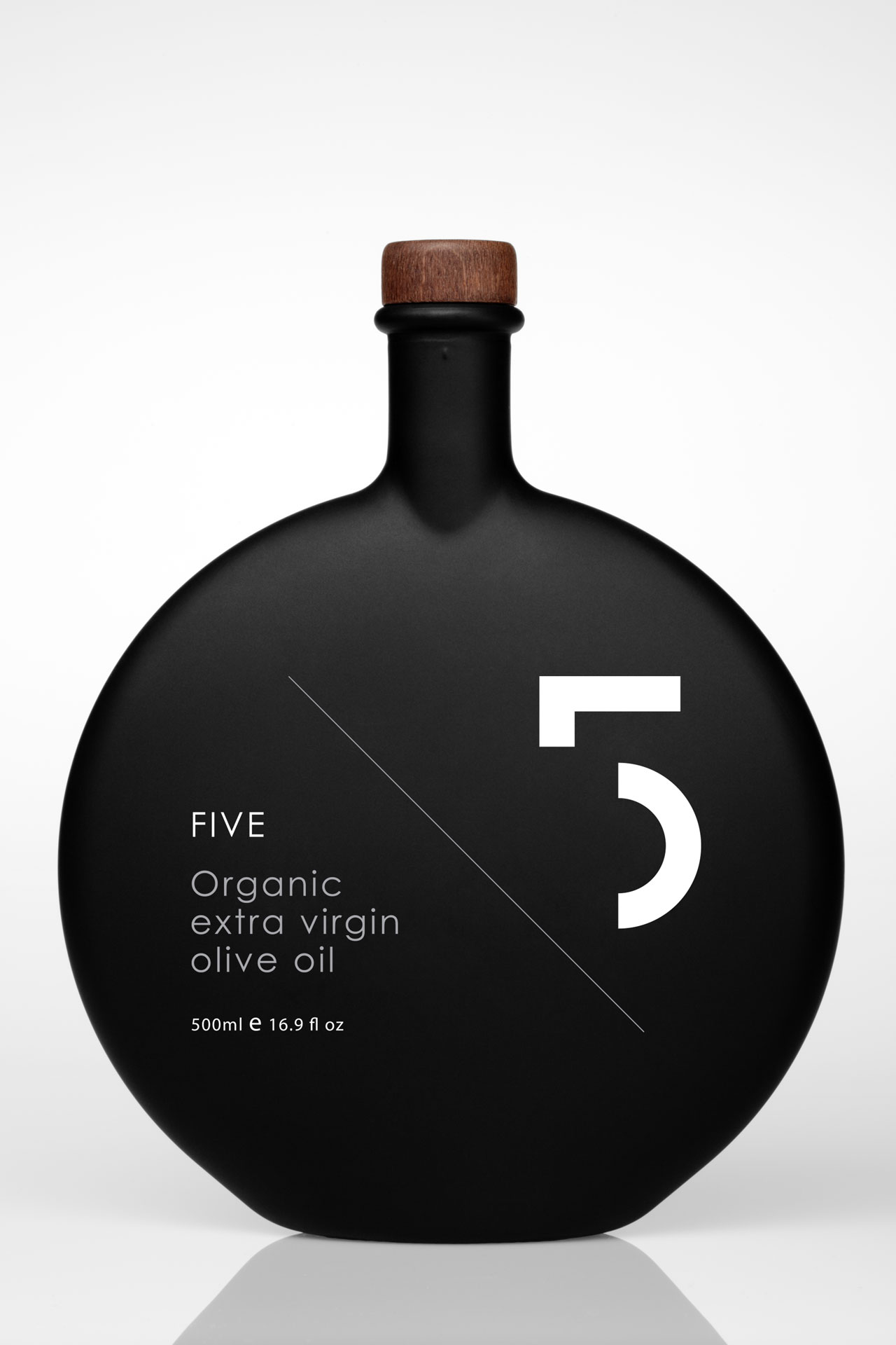 5 OLIVE OIL: INDULGE YOUR 5 SENSES Creative Direction: Dimitris Panagiotidis.Photography: Stefanos Tsakiris.Food Stylist: Kiriaki Sidiropoulou.