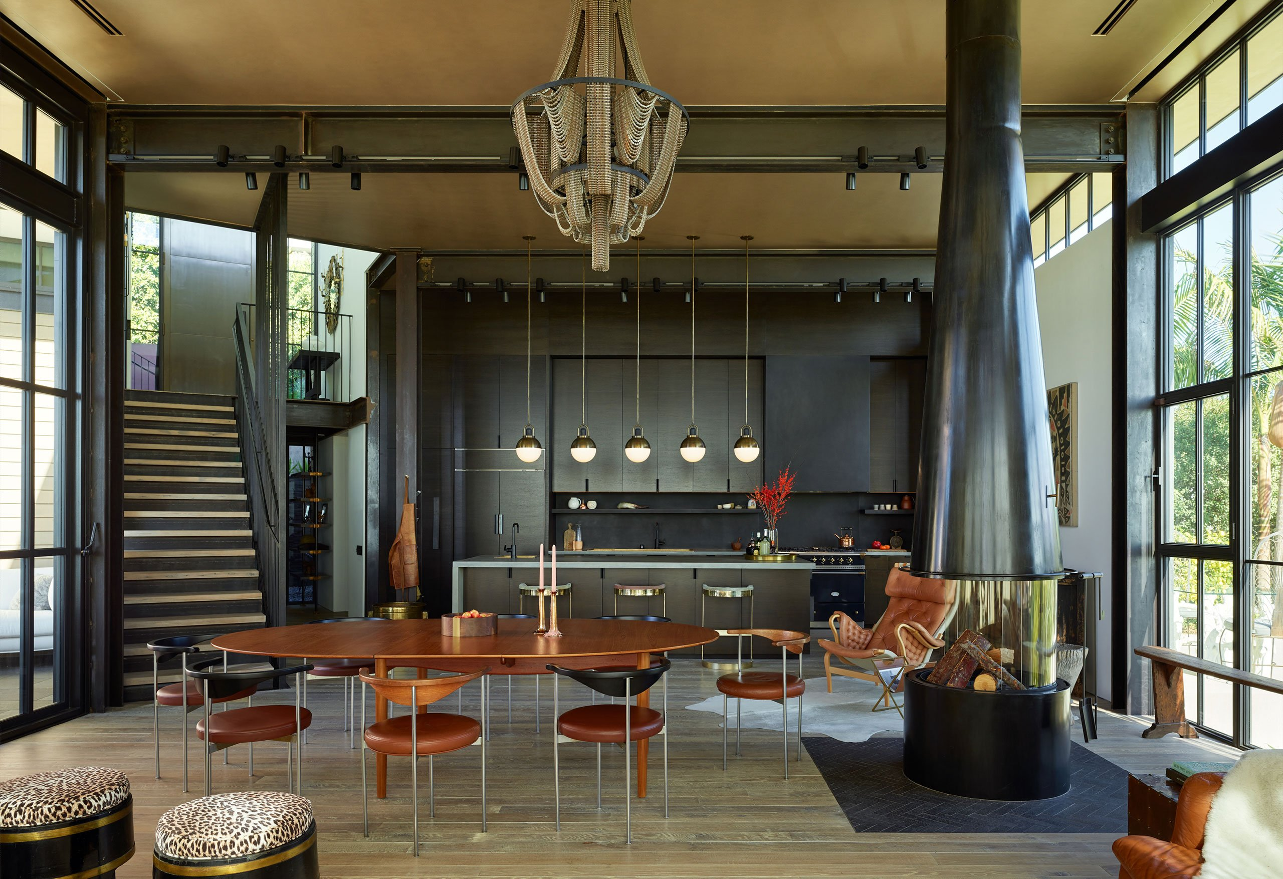 HollywoodHillsHouse by Mutuus Studio in Los Angeles, California.Photography by Kevin Scott. Featured: Finn Juhl teak dining table,Peter Moos dining chairs & Facaro custom bicycle chain chandelier.
