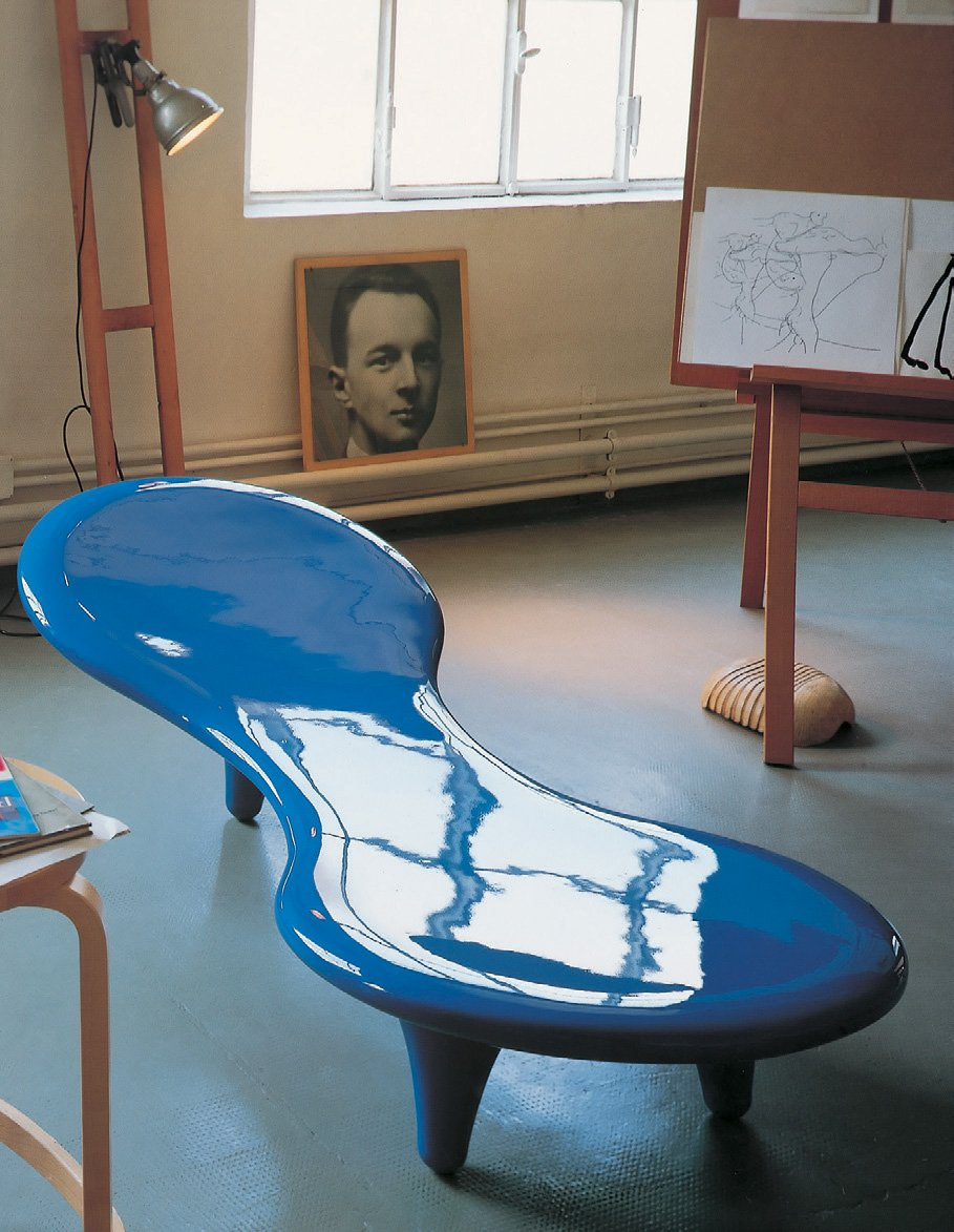 ORGONE fiberglass chaise longue (1991) by Marc Newson for Cappellini. Photo © Cappellini.