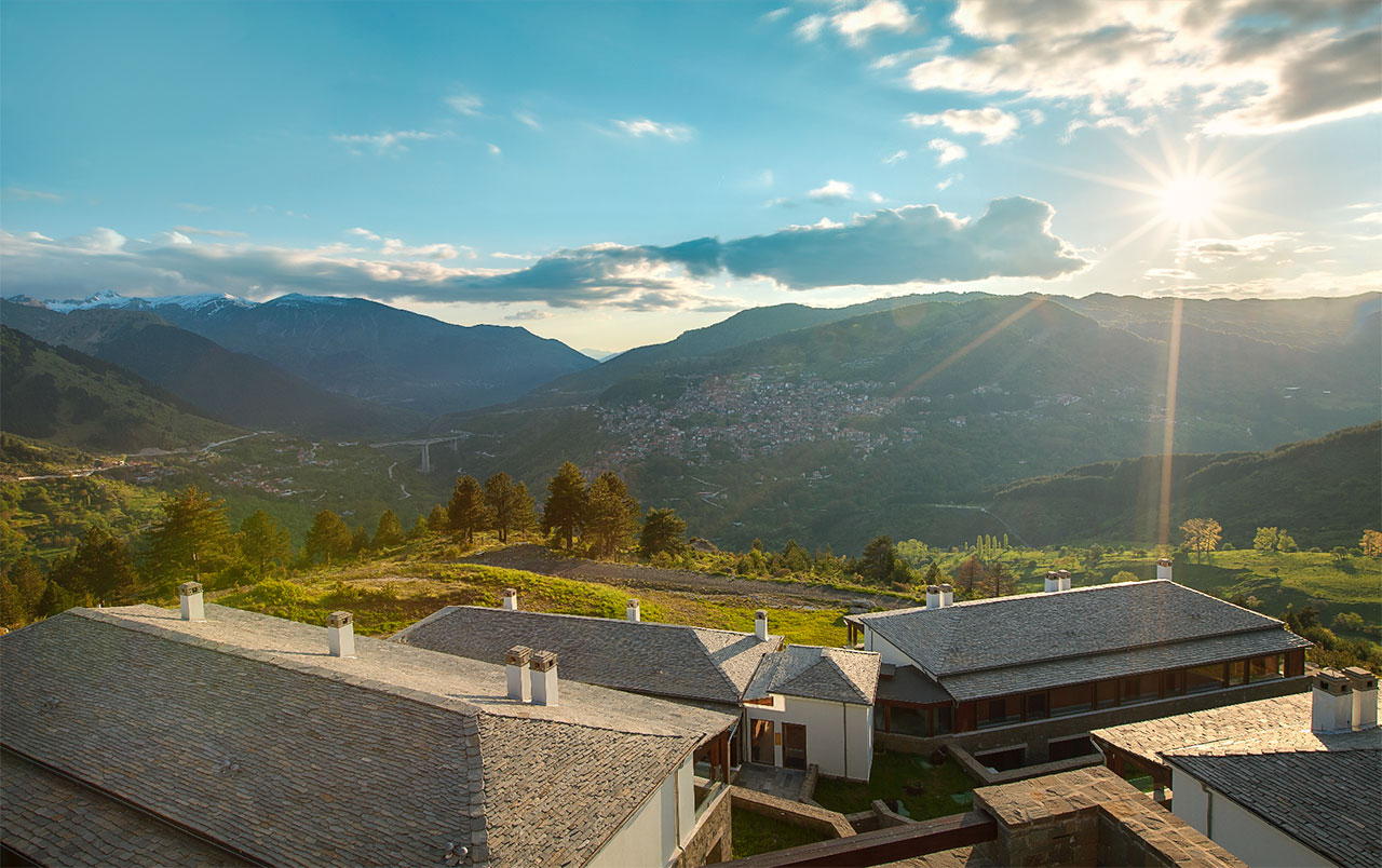 Expansive views of the mountainous landscape with Metsovo village looming large. © Grand Forest Metsovo | Metsovo, Greece.Photo by Christos Drazos.
