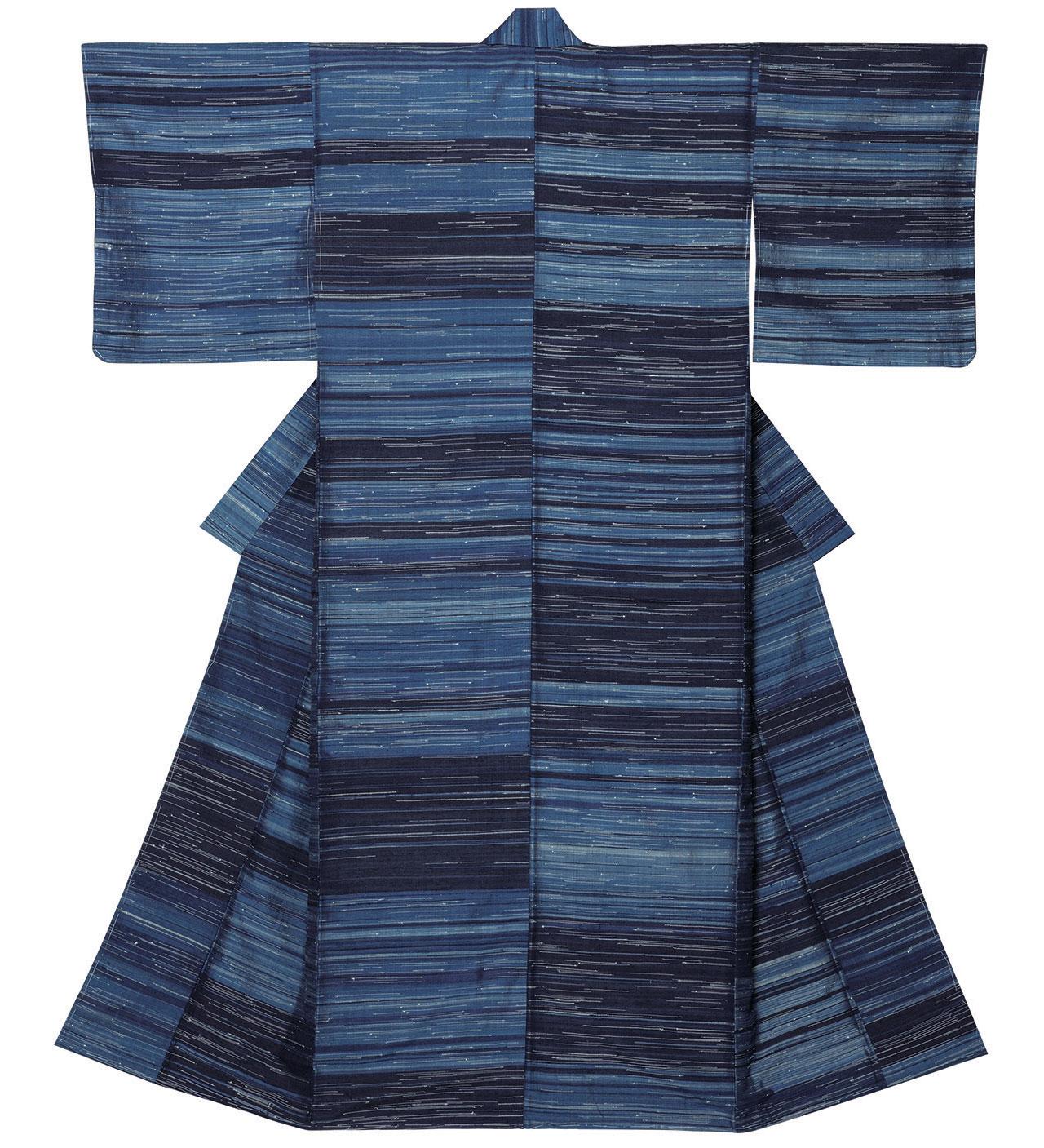 """Tsumugi silk kimono """"Autumn Mist"""" by Shimura Fukumu 1961. Silk, pongee type weaving.Photo by Shikata Kunihiro."""