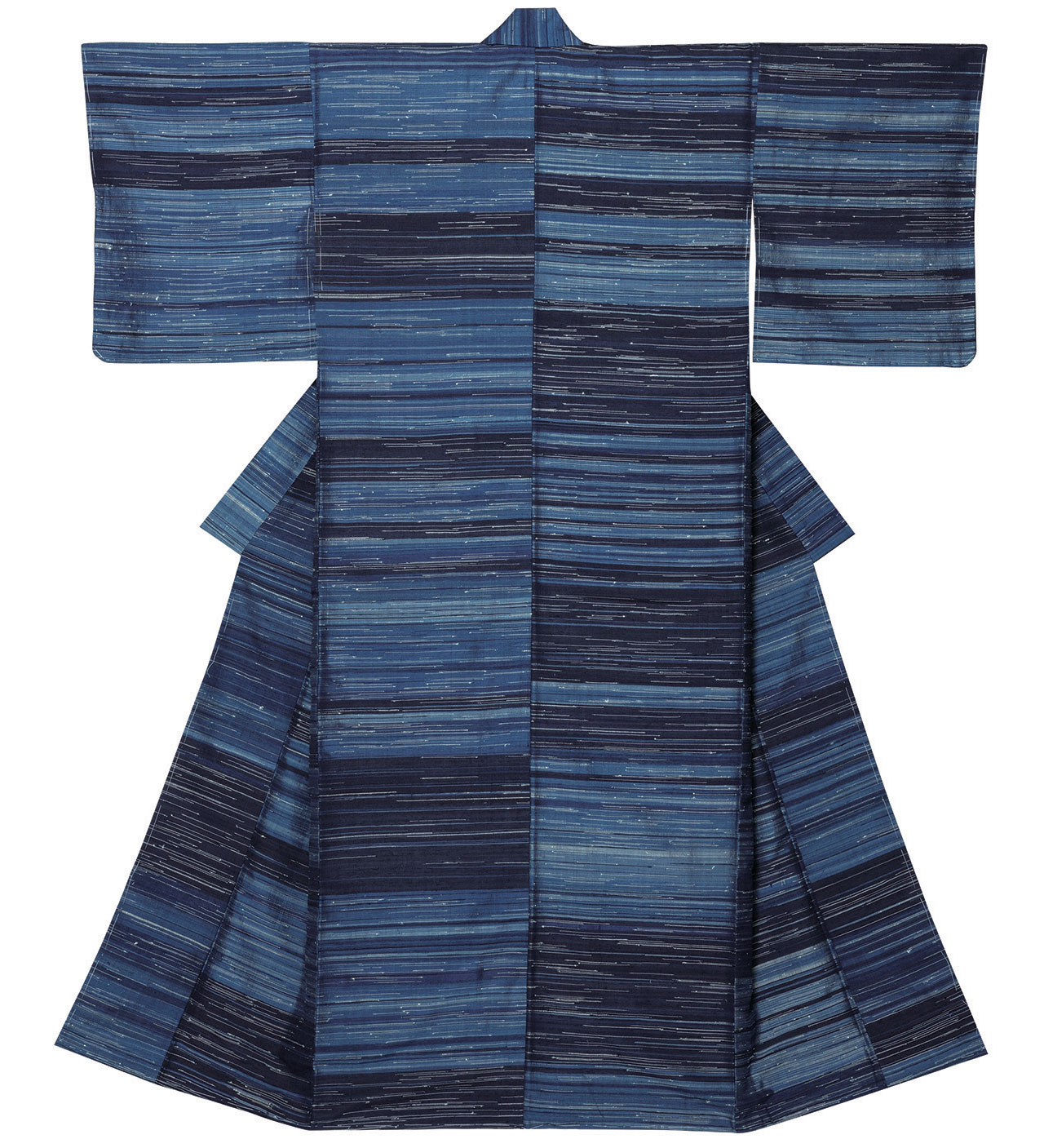 "Tsumugi silk kimono ""Autumn Mist"" by Shimura Fukumu 1961. Silk, pongee type weaving.Photo by Shikata Kunihiro. Van Cleef & Arpels Van Cleef & Arpels High Jewelry and Japanese Crafts in Kyoto's Museum 9k mastery of an art van cleef arpels kyoto japan yatzer"