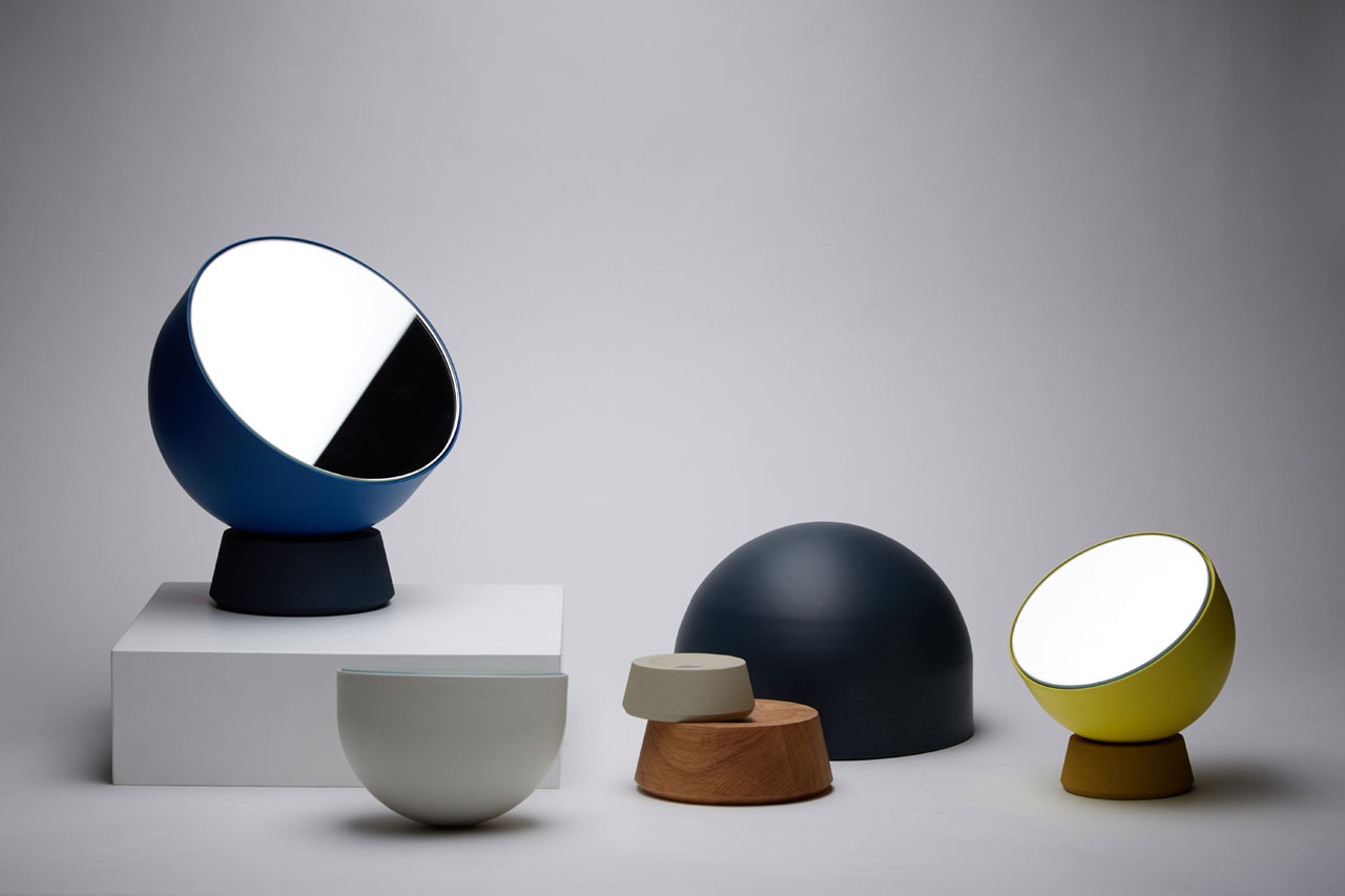 Agatha desktop mirror byNestor Campos which consists of only 4 pieces (mirror+head+magnet+base).