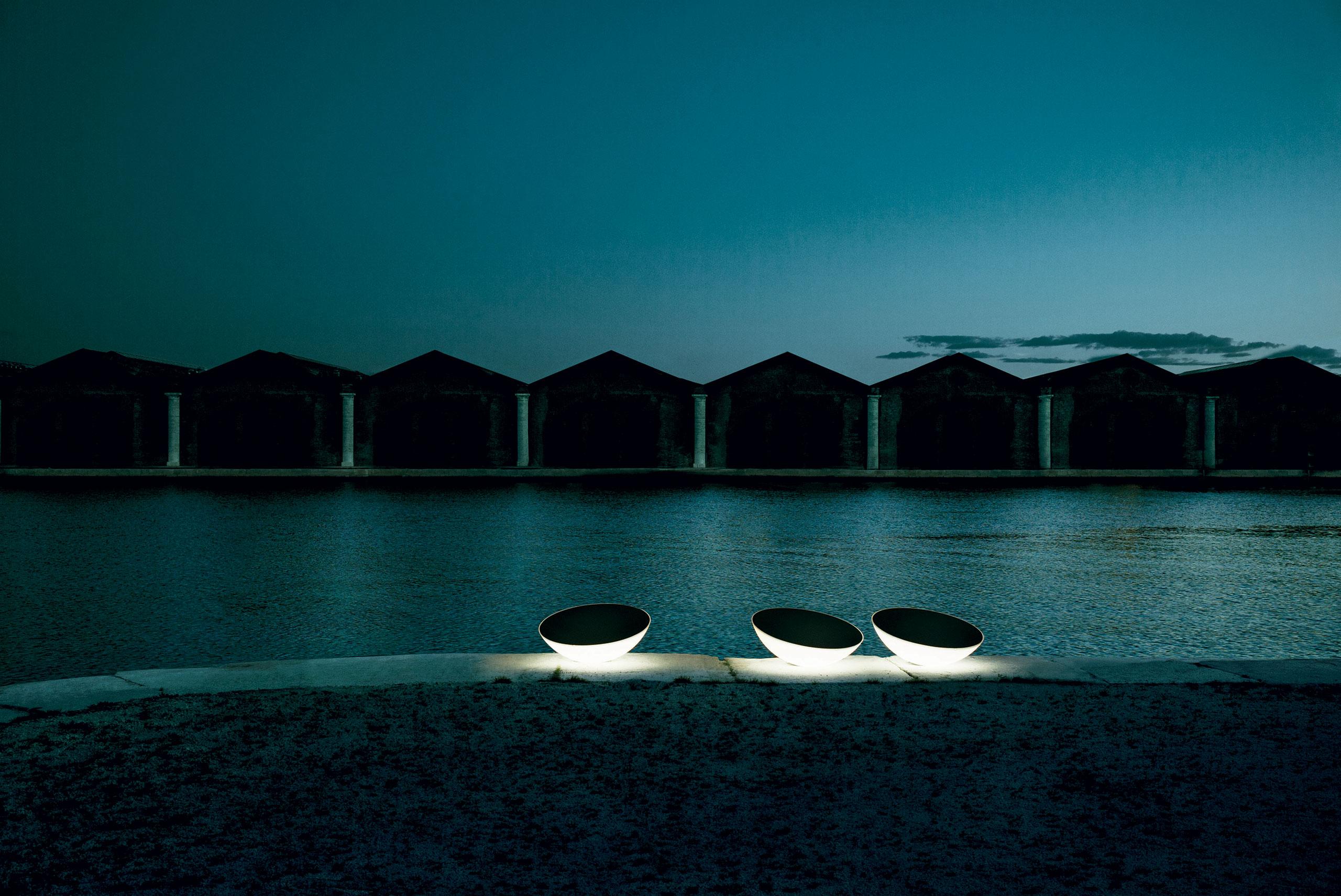 'Solar outdoor' by L+R Palomba, 2011. Photo byTommaso Sartori, © Foscarini, RITRATTI-volume 1.
