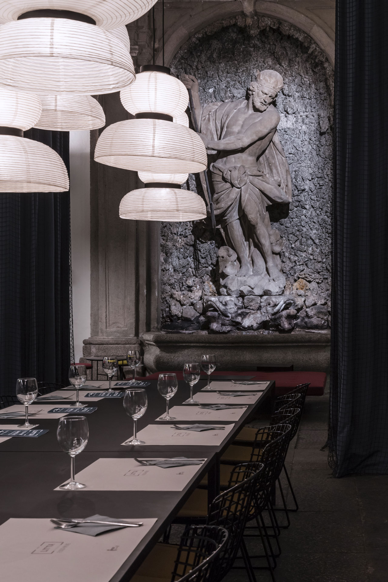 For the whole week the pop-up Bistrot Litta Ventiquattro designed by Elisa Ossino Studio was the ideal place for breakfast, lunch or drink inside Palazzo Litta, where the 'A Matter of Perception: LINKING MINDS' event organized by DAMN° magazine and Mosca Partners took place during MDW17. Photo © Ruy Teixeira.