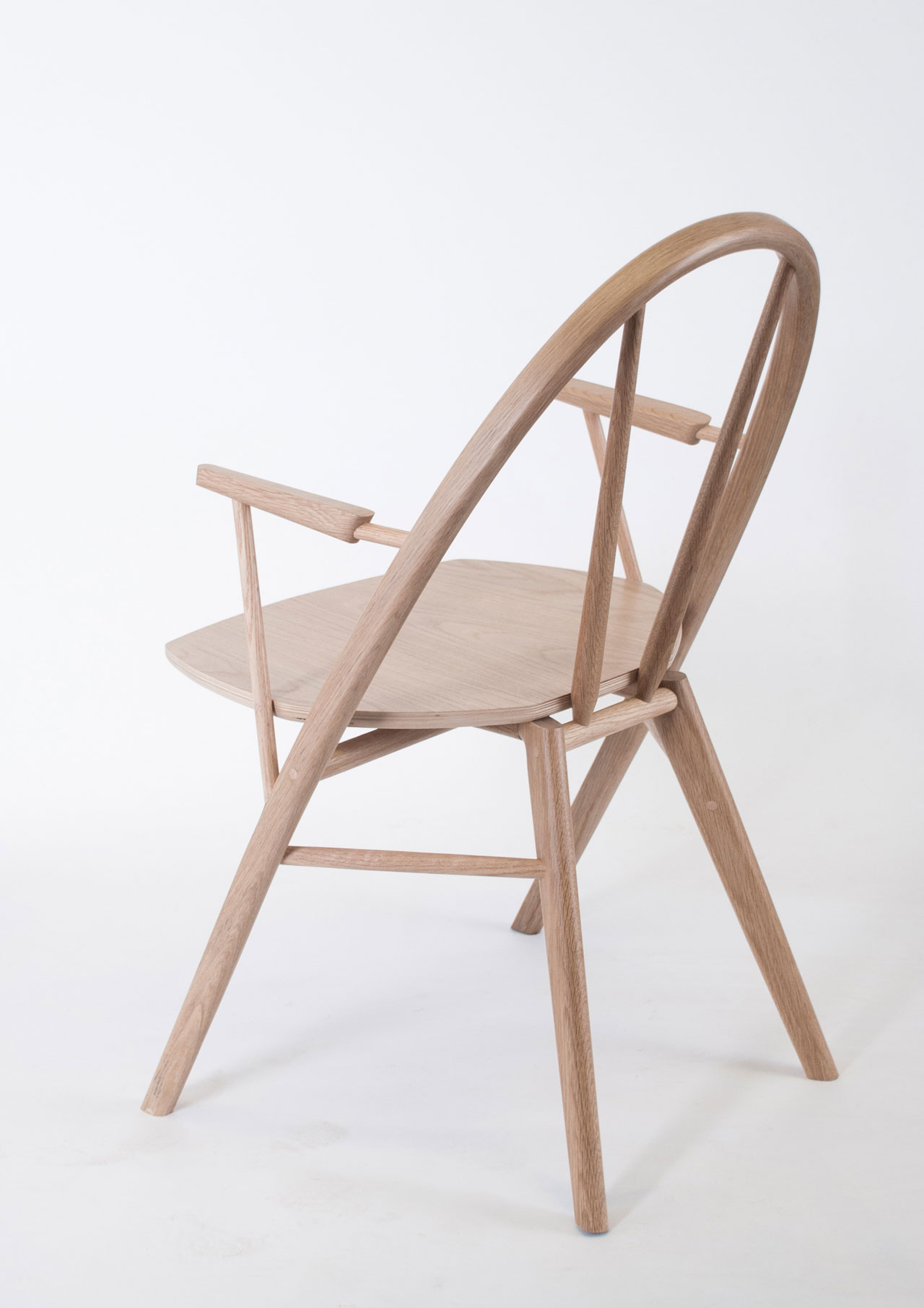 The Bow Chair by Taylor McKenzie-Veal (US), winnerof Interieur Awards - Objects Category.
