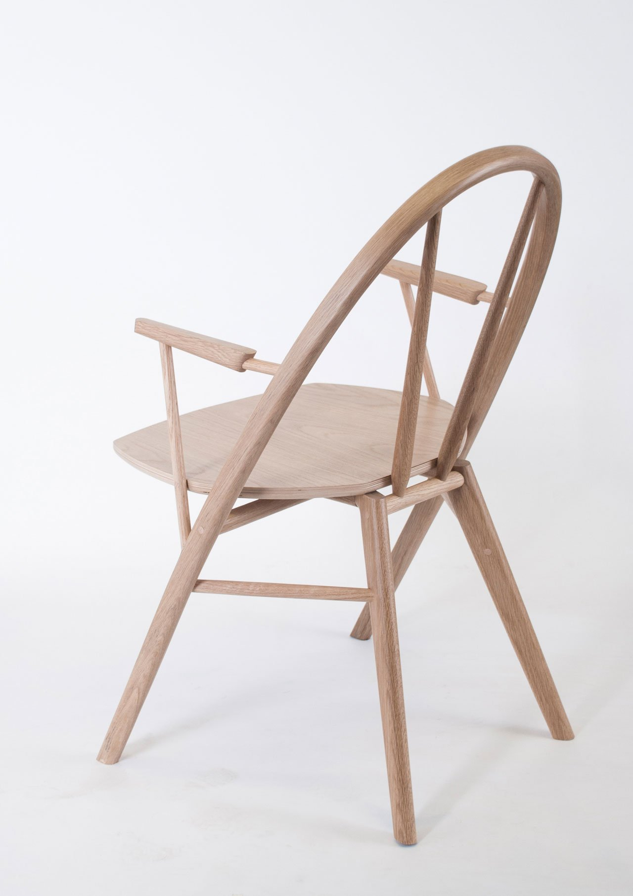 The Bow Chair by Taylor McKenzie-Veal (US), winner of Interieur Awards - Objects Category.