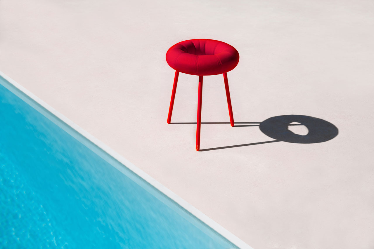 Donut outdoor stool by Japanese designer Mikiya Kobayashi for diabla - a new brand of outdoor furniture, accessories and complementary items by GANDIABLASCO. Material: Polyurethane foam rubber covered with water-proof fabric. Removeable upholstery. Textured powder-coated metal structure.Sizes: 44 x 47 cm (17'' x 18'').Colours: White, red, pink, grey, anthracite, blue, green olive, mustard.