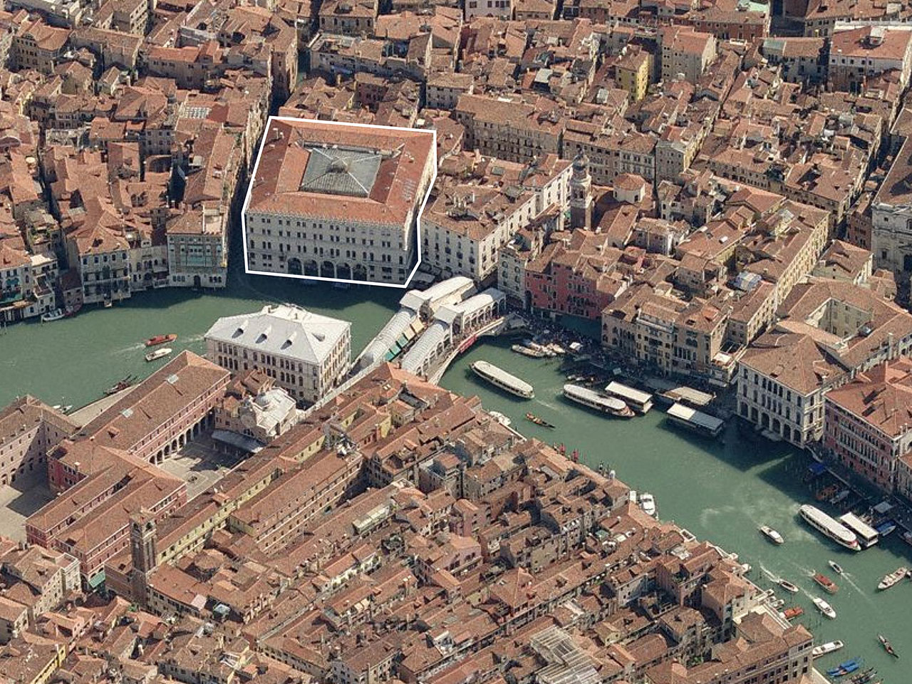 Il Fondaco dei Tedeschi, location next to the Rialto Bridge on the Grand Canal. Image courtesy OMA.