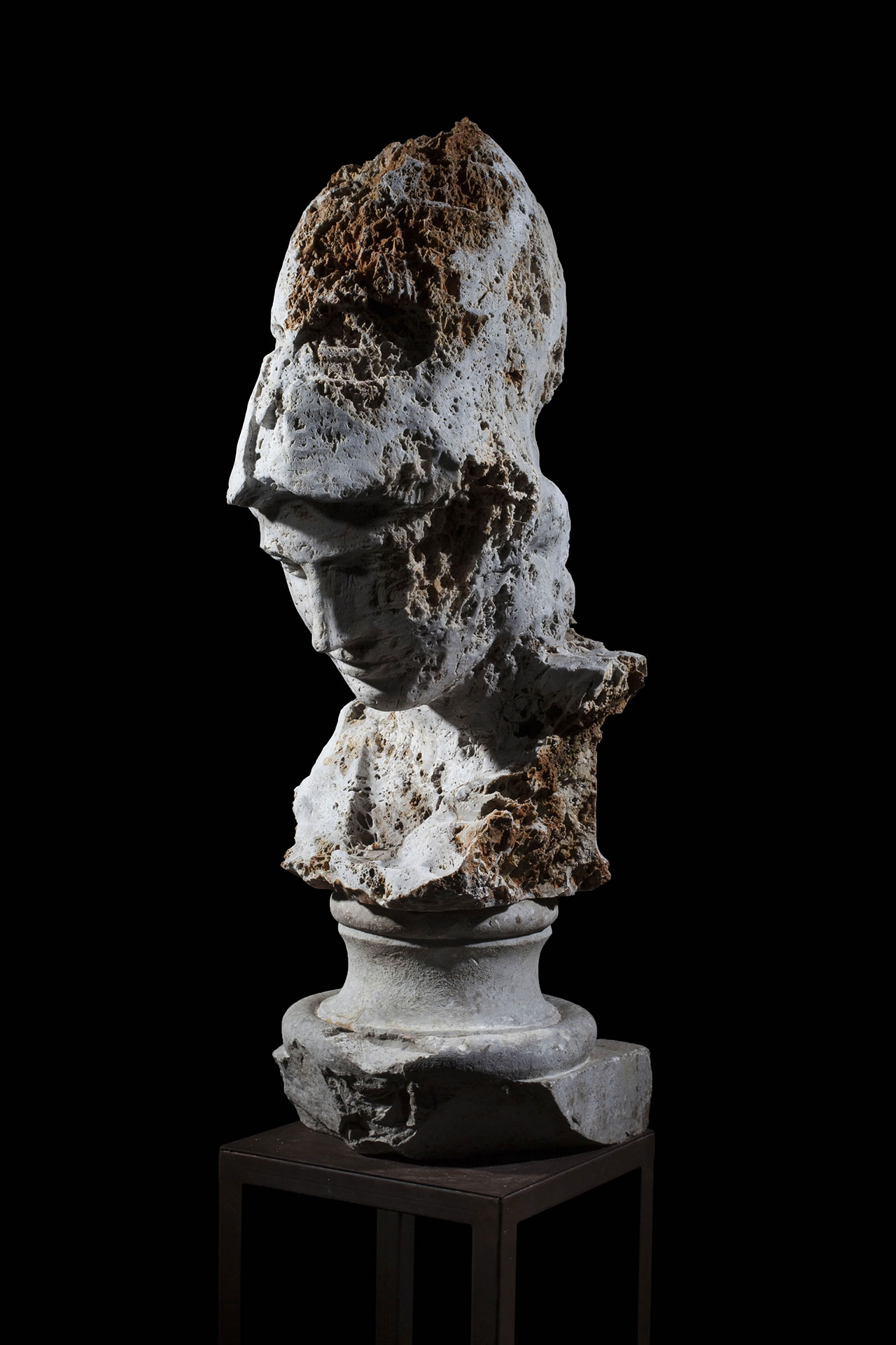 Massimiliano Pelletti, Atena, 2016. Rough stone and blu marble, 34 x 45 x 75h cm.