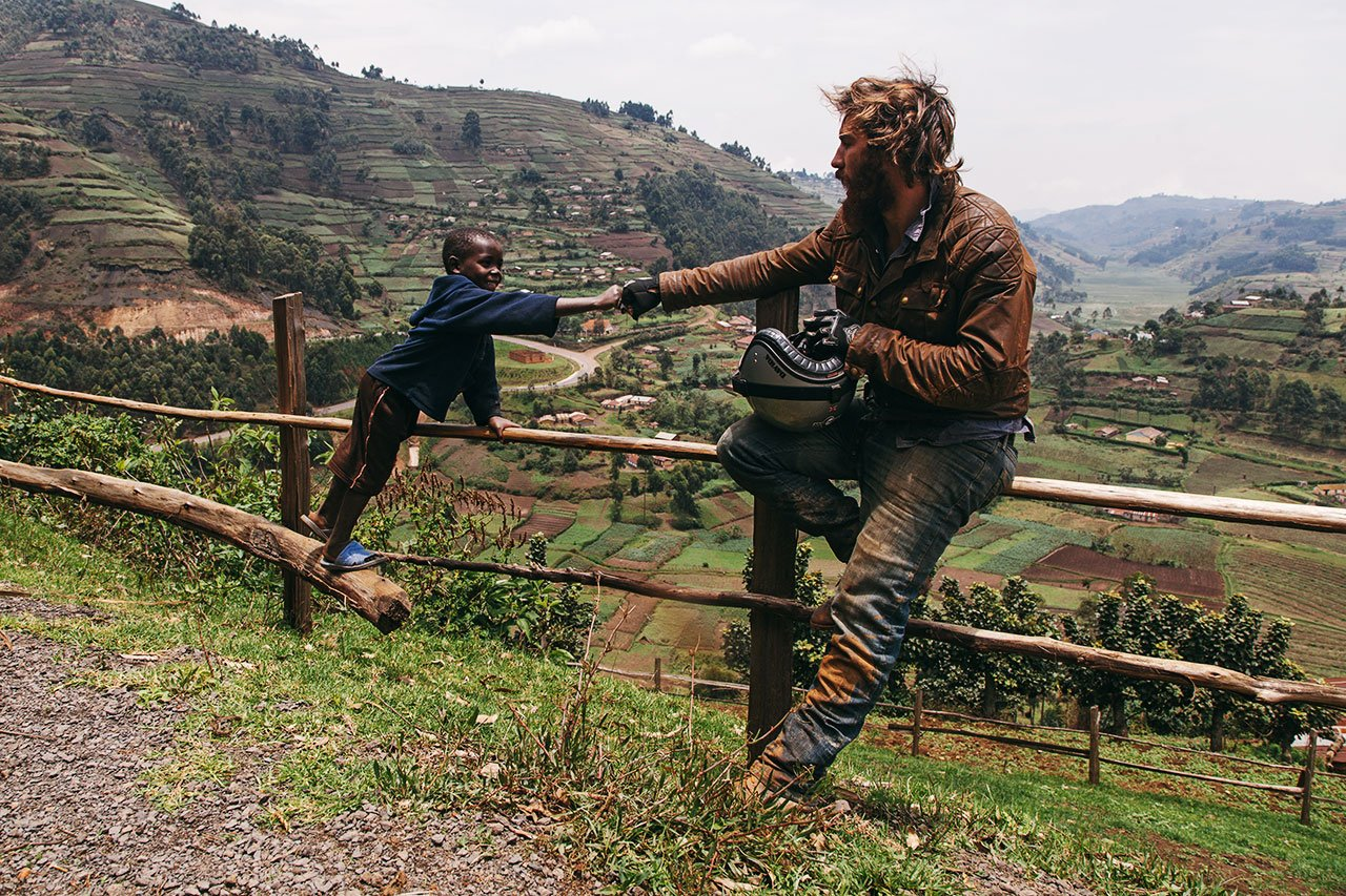 Archie Leeming,United Kingdom /Wild Tracks in Africa,photography byArchie Leeming, fromOff the Road, © Gestalten 2016.