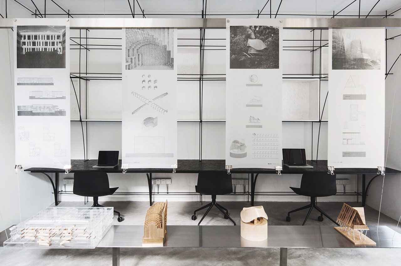 The main office area and the exhibition table. Photo by Song Xiaodan.