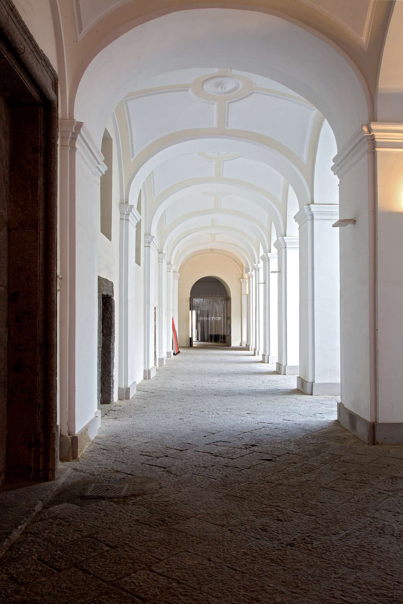 EDIT Napoli,Entrance to the courtyard of the San Domenico Maggiore complex. Photo © Roberto Pierucci.