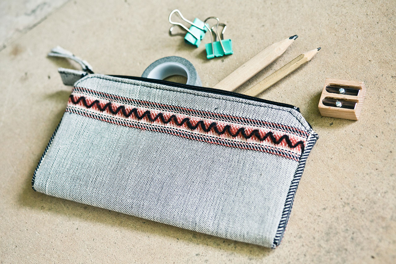 Bronze Age Series, Zig-Zag, Handwoven zipper pouch. 20 x 10 cm. Cotton, wool, acrylic. Photo by Panagiotis Mina.