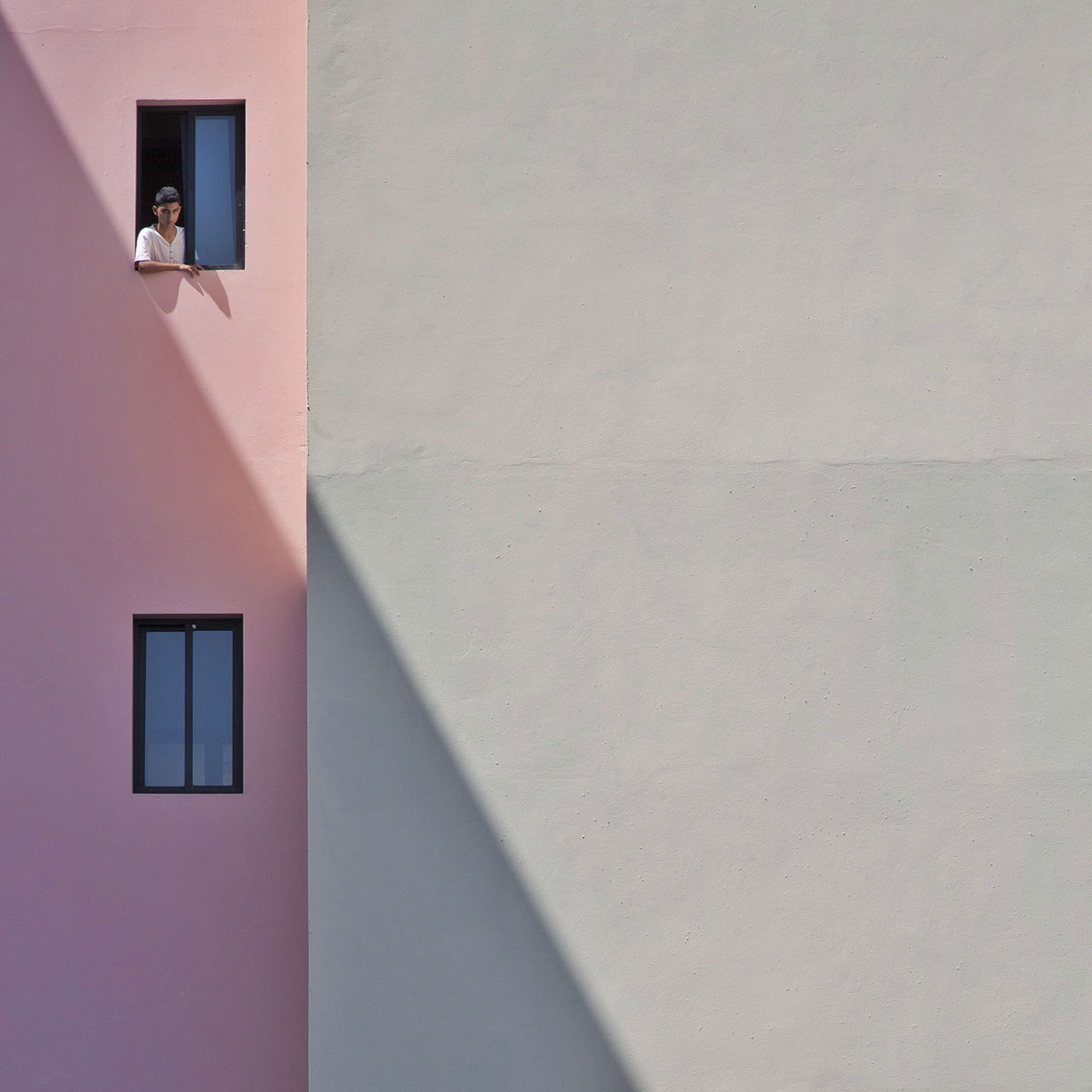 Morning shadows, photo © Serge Najjar.