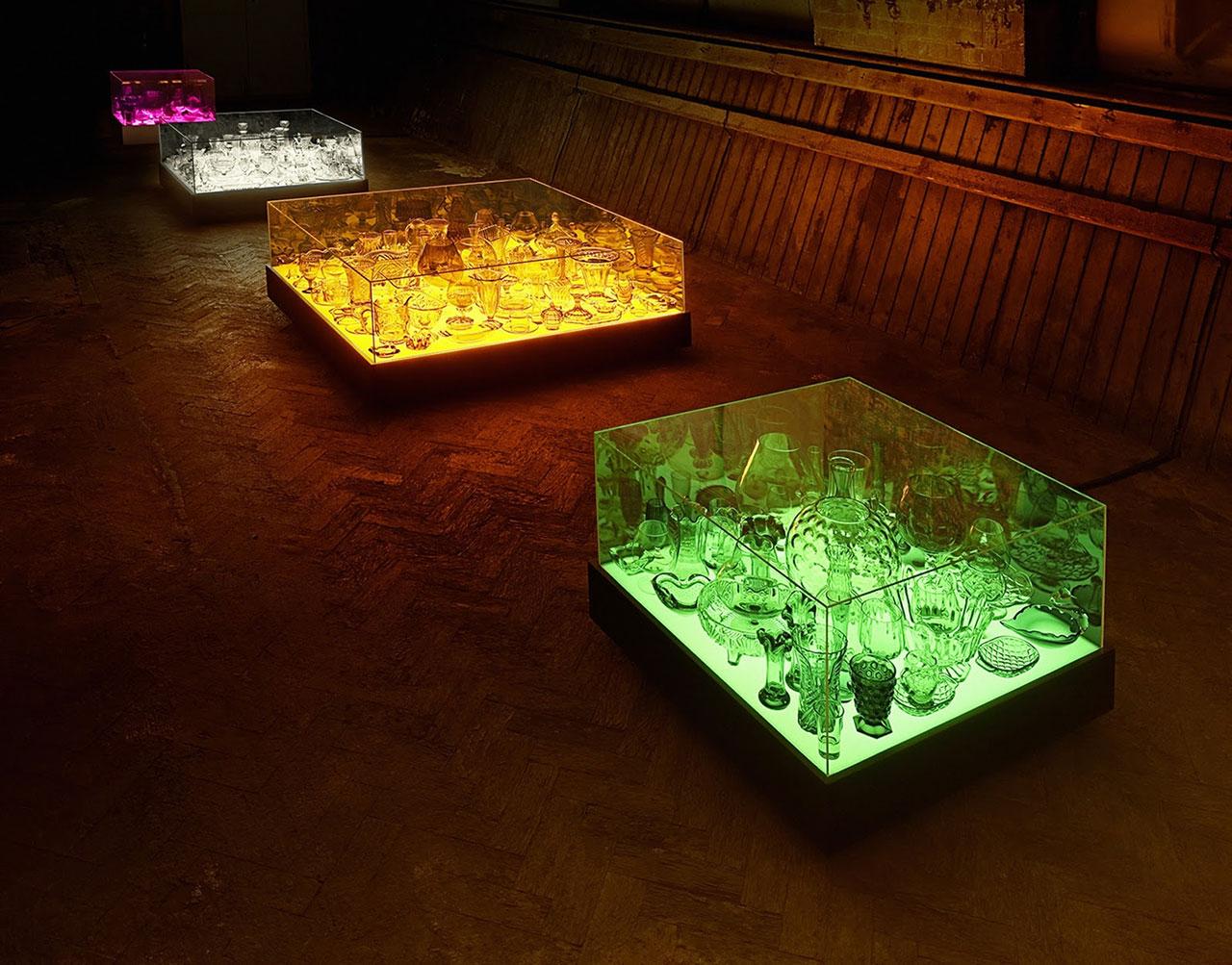 Stuart Haygarth, Aladdin (1282mm), 2006. Vintage glassware, painted MDF light box with fluorescent tubes & toughened glass vitrine. Series of 8 monochromatic vitrines. Photo courtesy Carpenters Workshop Gallery.
