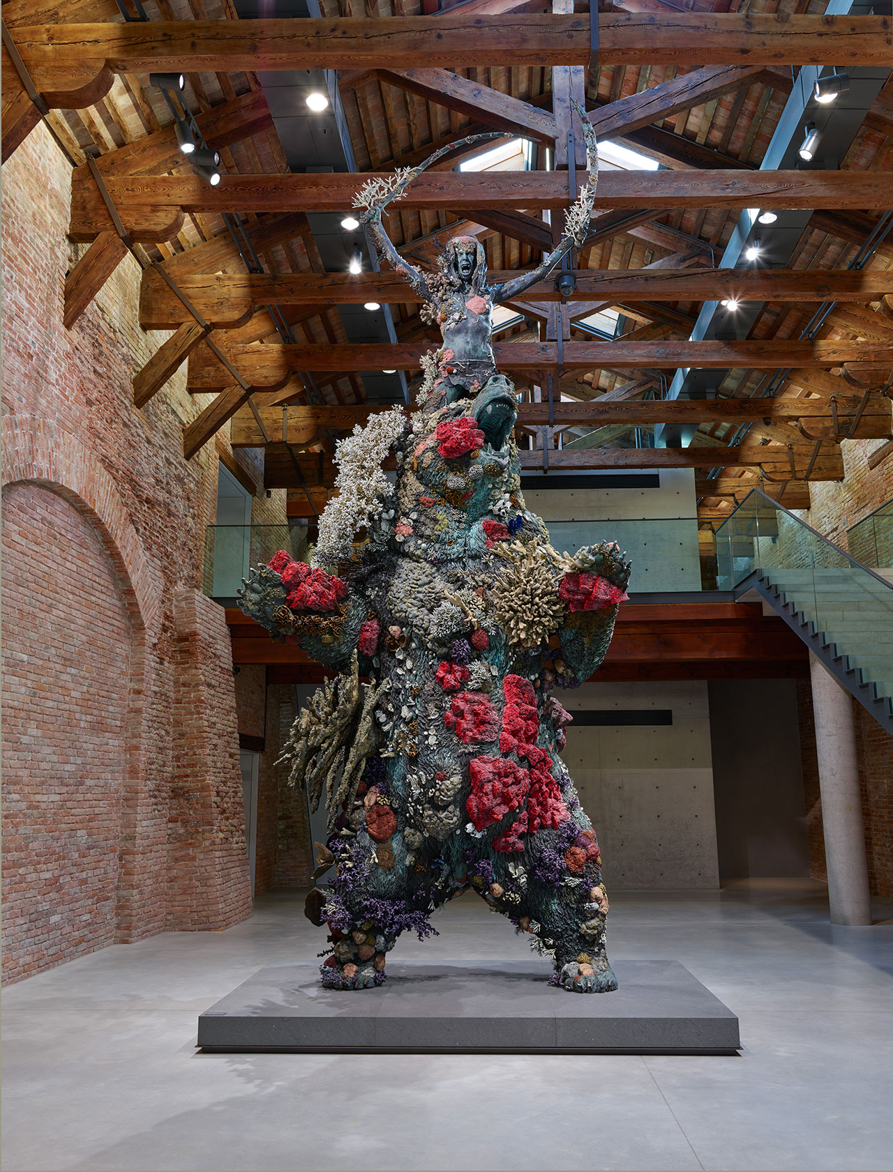 Damien Hirst, The Warrior and the Bear. Photographed by Prudence Cuming Associates © Damien Hirst and Science Ltd. All rights reserved, DACS 2017.