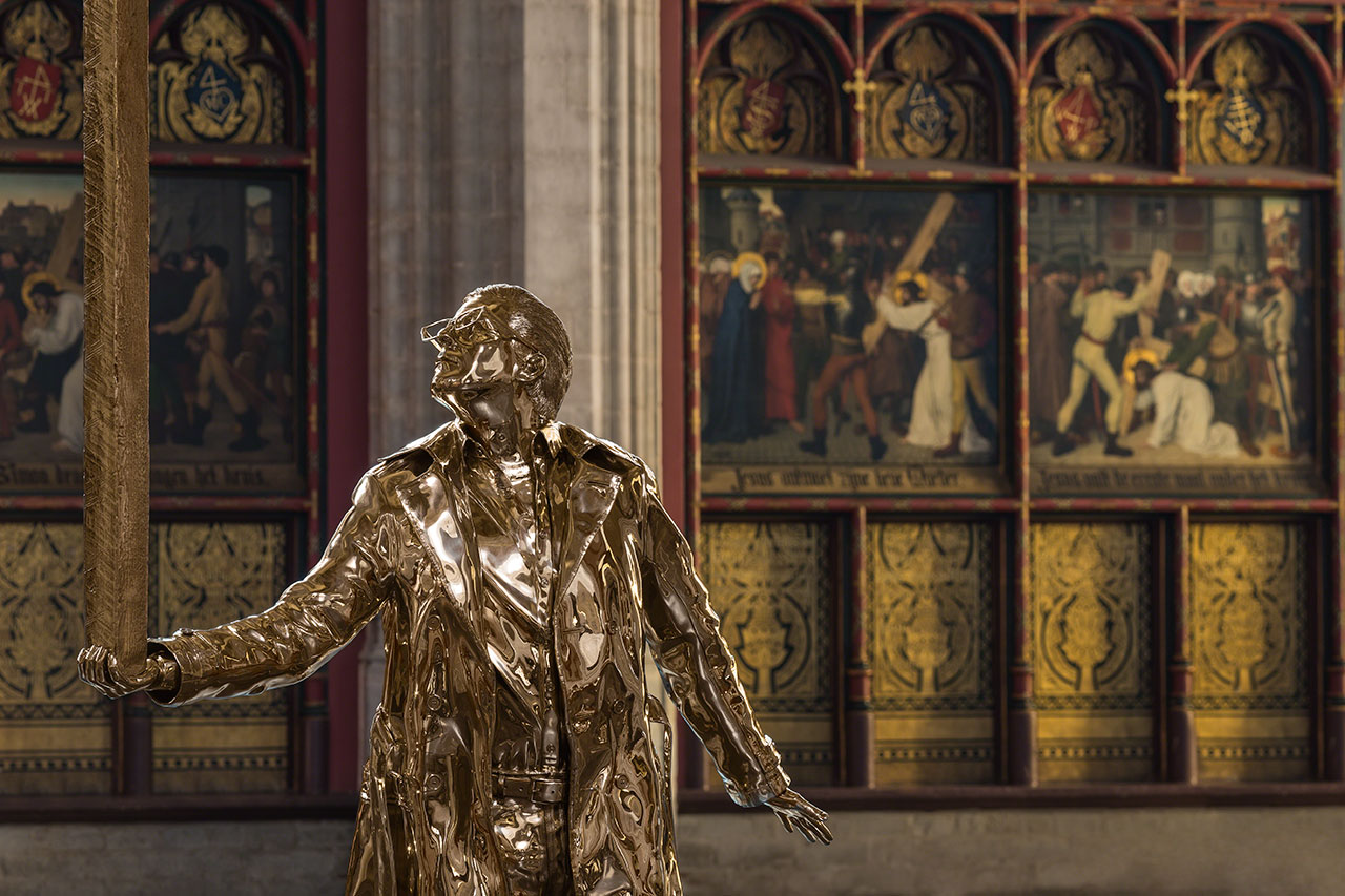 Jan Fabre, The Man who Bears the Cross (2015). Sculpture, permanently installed at the Cathedral of Our Lady in Antwerp, Belgium. Photo byAttilio Maranzano © Angelos bvba.