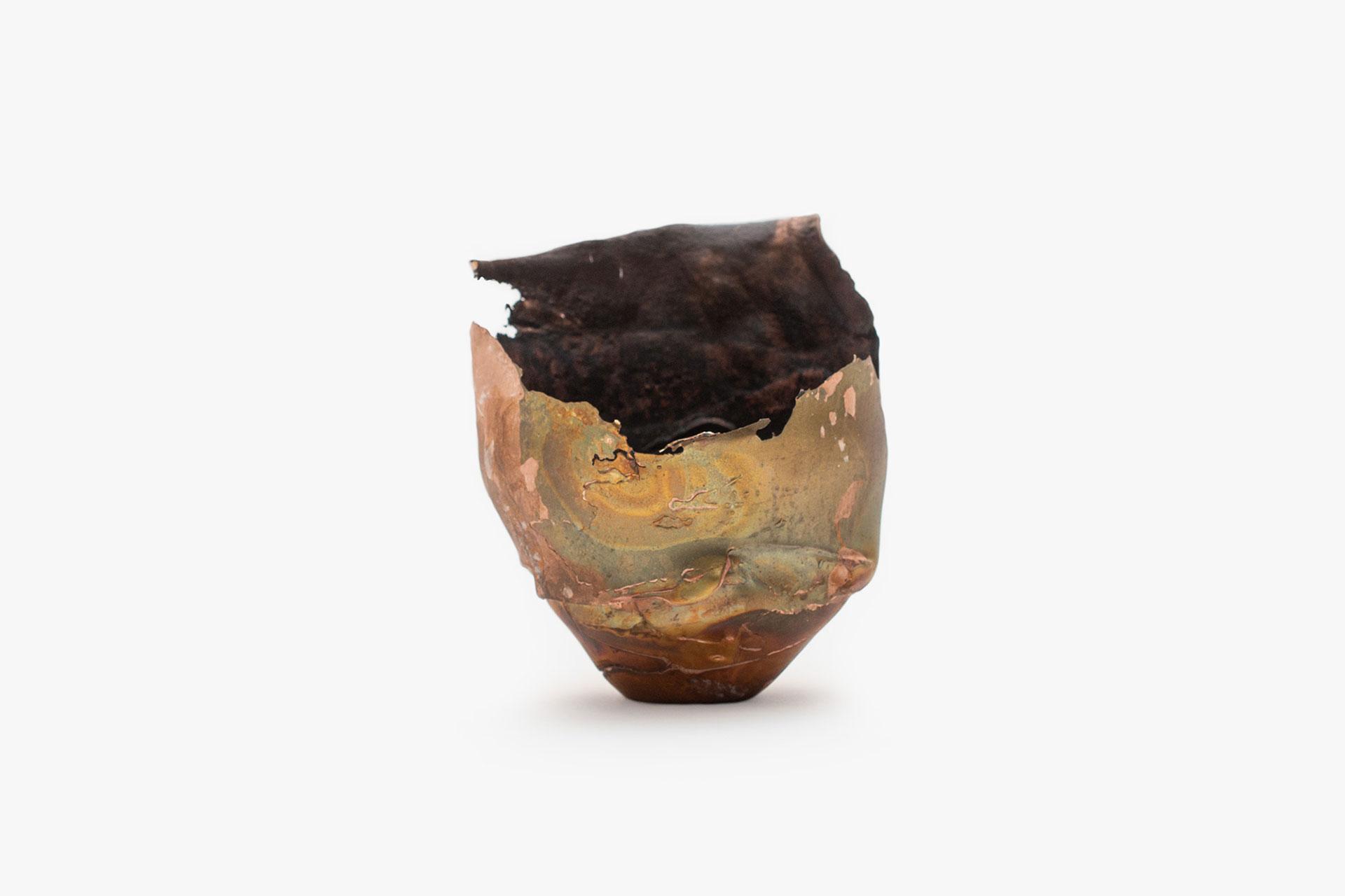 Omer Arbel, OAO113.2020.11, 2020. 10.2 x 10.2 x 9 cm. Copper alloy cast in glass. Courtesy Carwan gallery.