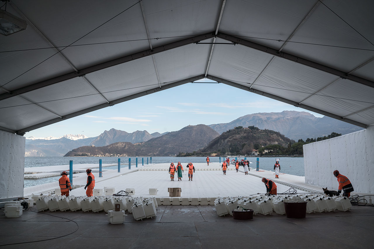 At the headquarters in Montecolino, construction workers assemble the piers, which are assembled in 100-meter-long segments and stored outside Montecolino on Lake Iseo, January 2016. Photo by Wolfgang Volz.