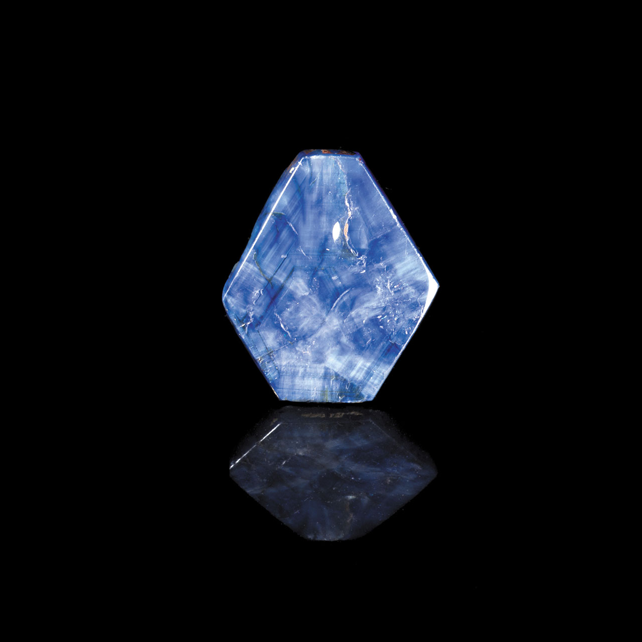 Sapphire single crystal (13.5 carats polished) showing growth patterns. Sri Lanka. MNHN Collection, Paris © MNHN/F. Farges.
