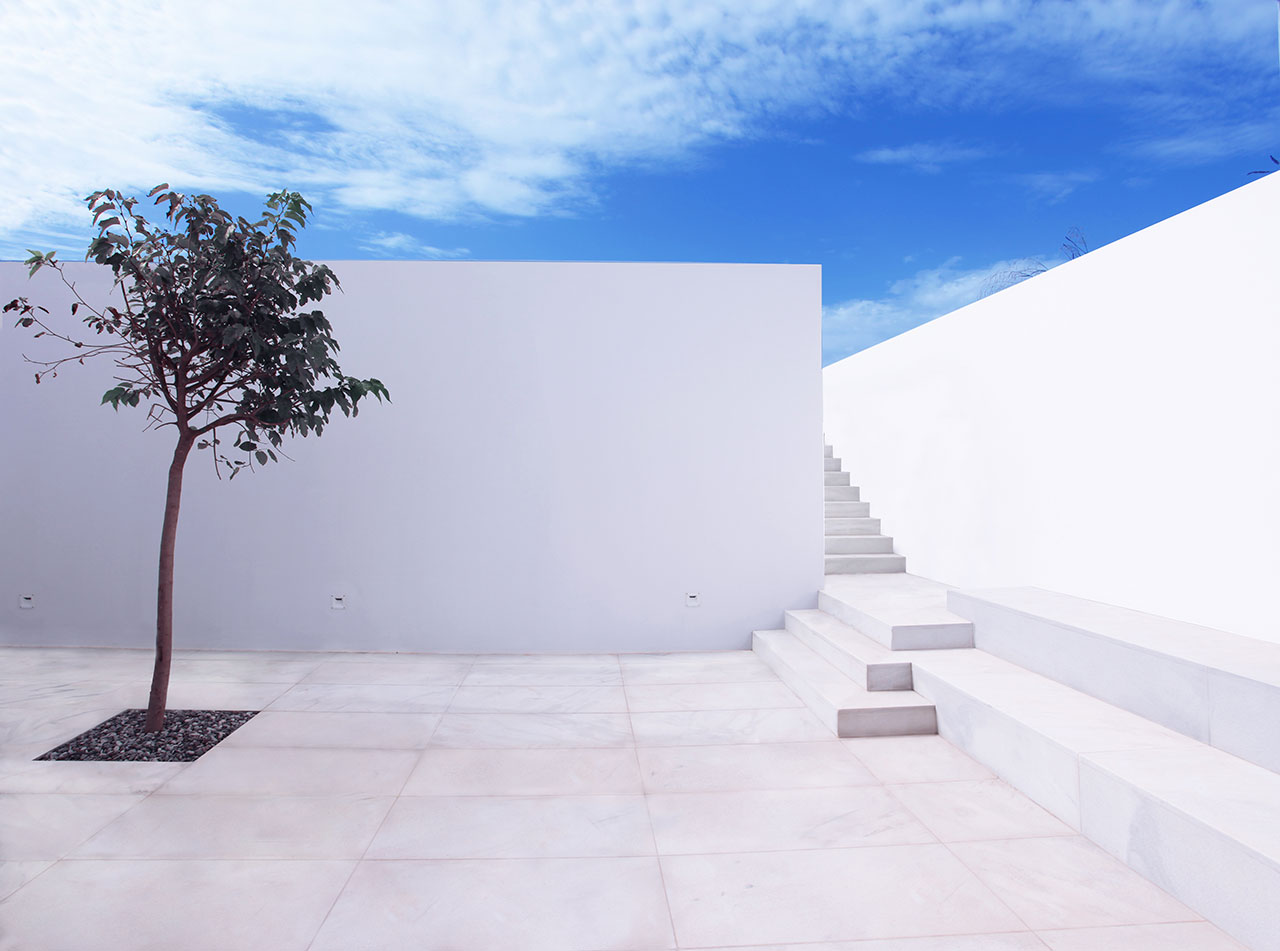 House in Antiparos, Greece. Photo © Dimitris Kalapodas.