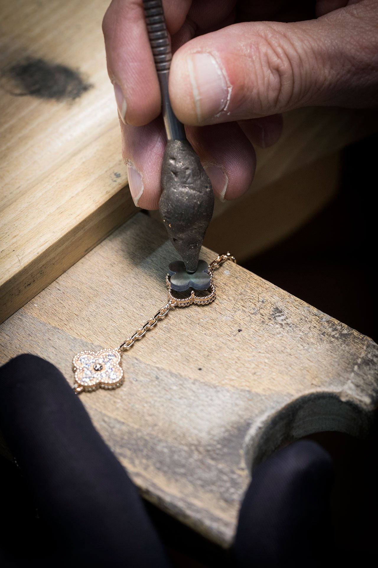 Van Cleef & Arpels' making of Alhambra long necklace. Photo © Van Cleef & Arpels.