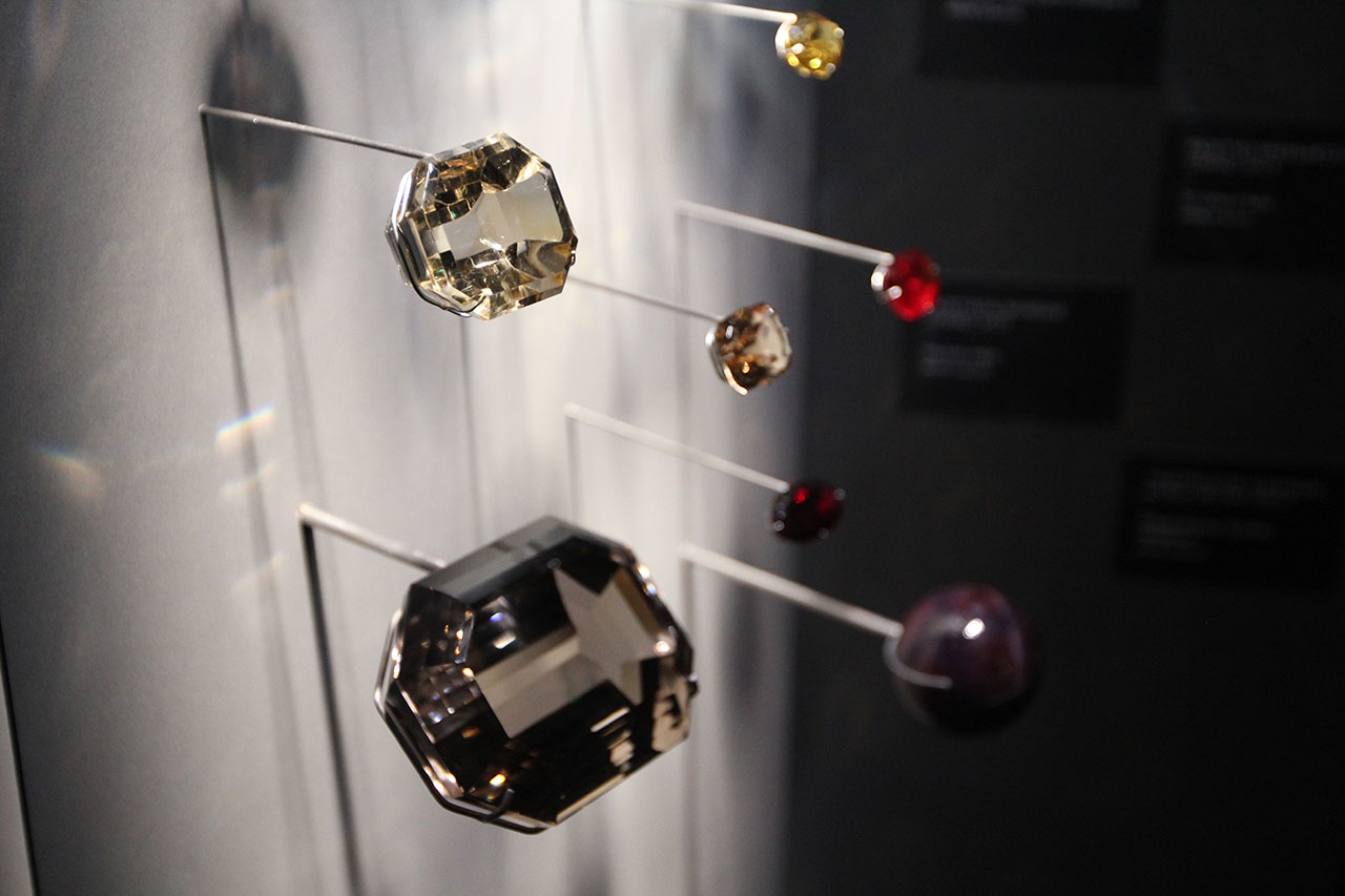 The Art & Science of Gems. Exhibition view. Photo by Costas Voyatzis.