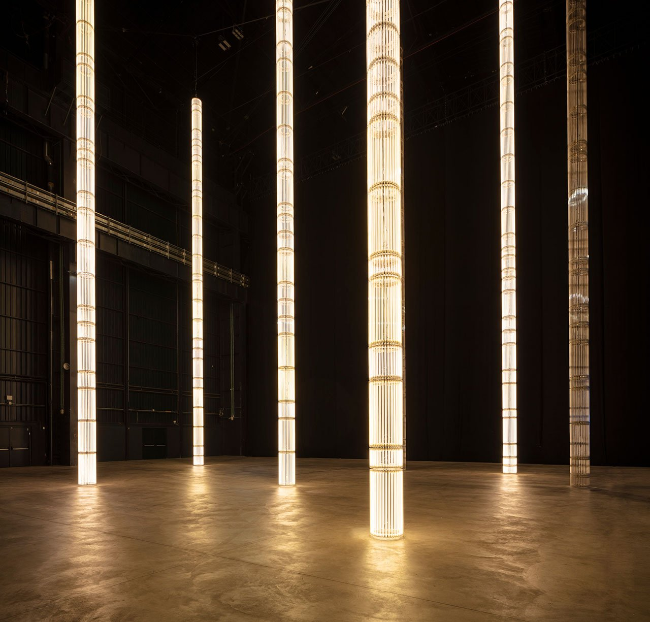 Cerith Wyn Evans, StarStarStar/Steer (totransversephoton), 2019. Installation view at Pirelli HangarBicocca, Milan, 2019. Courtesy of the artist; White Cube and Pirelli HangarBicocca. Produced with the technical support of INELCOM, Madrid. Photo: Agostino Osio