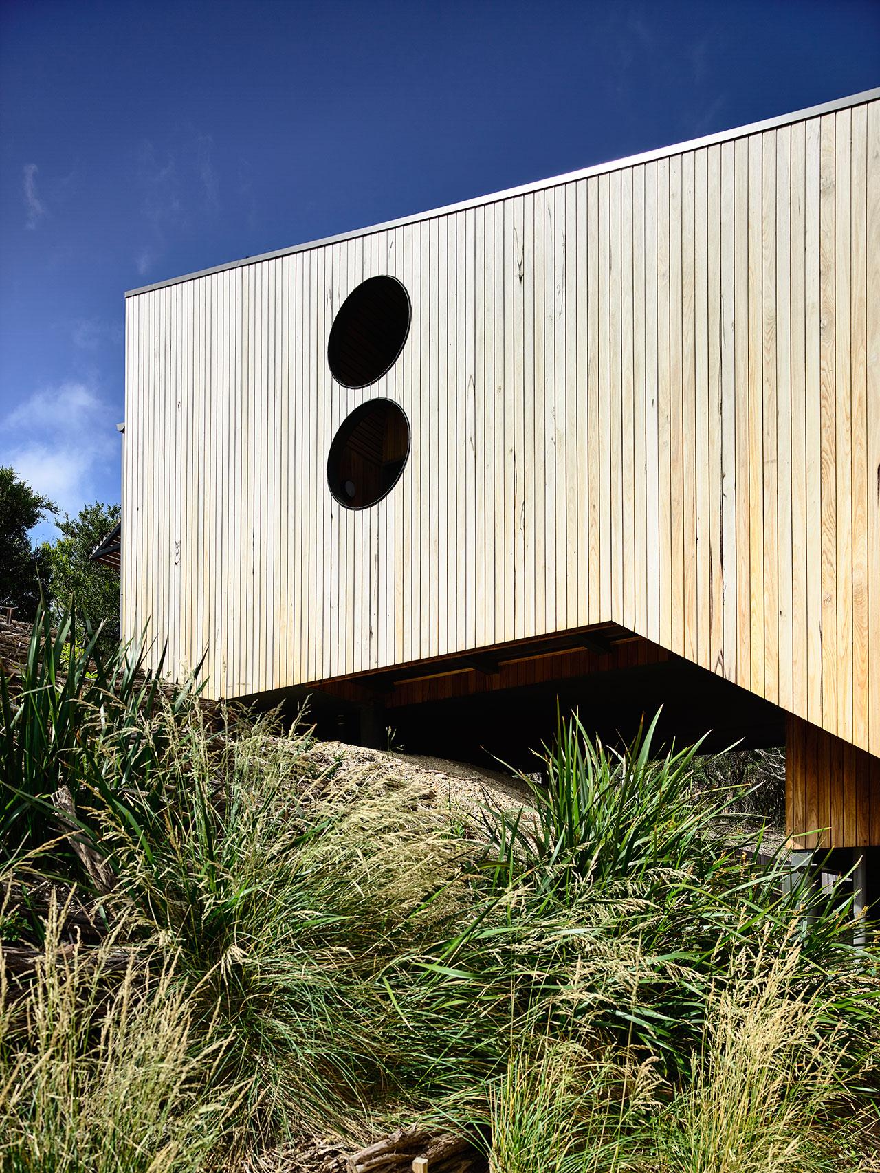 Sandy Point House by Kennedy Nolan Architects. Photo by Derek Swalwell.