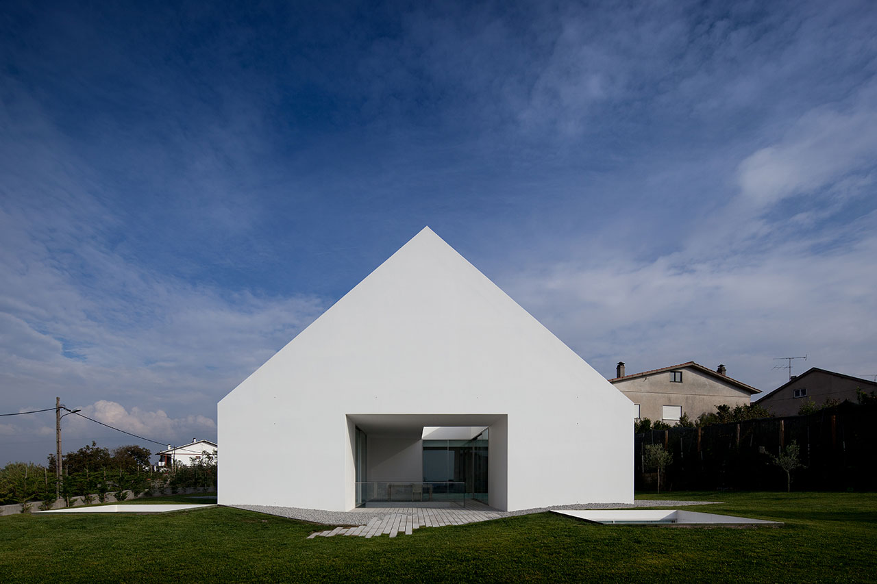 cover and concealment house in leiria by aires mateus