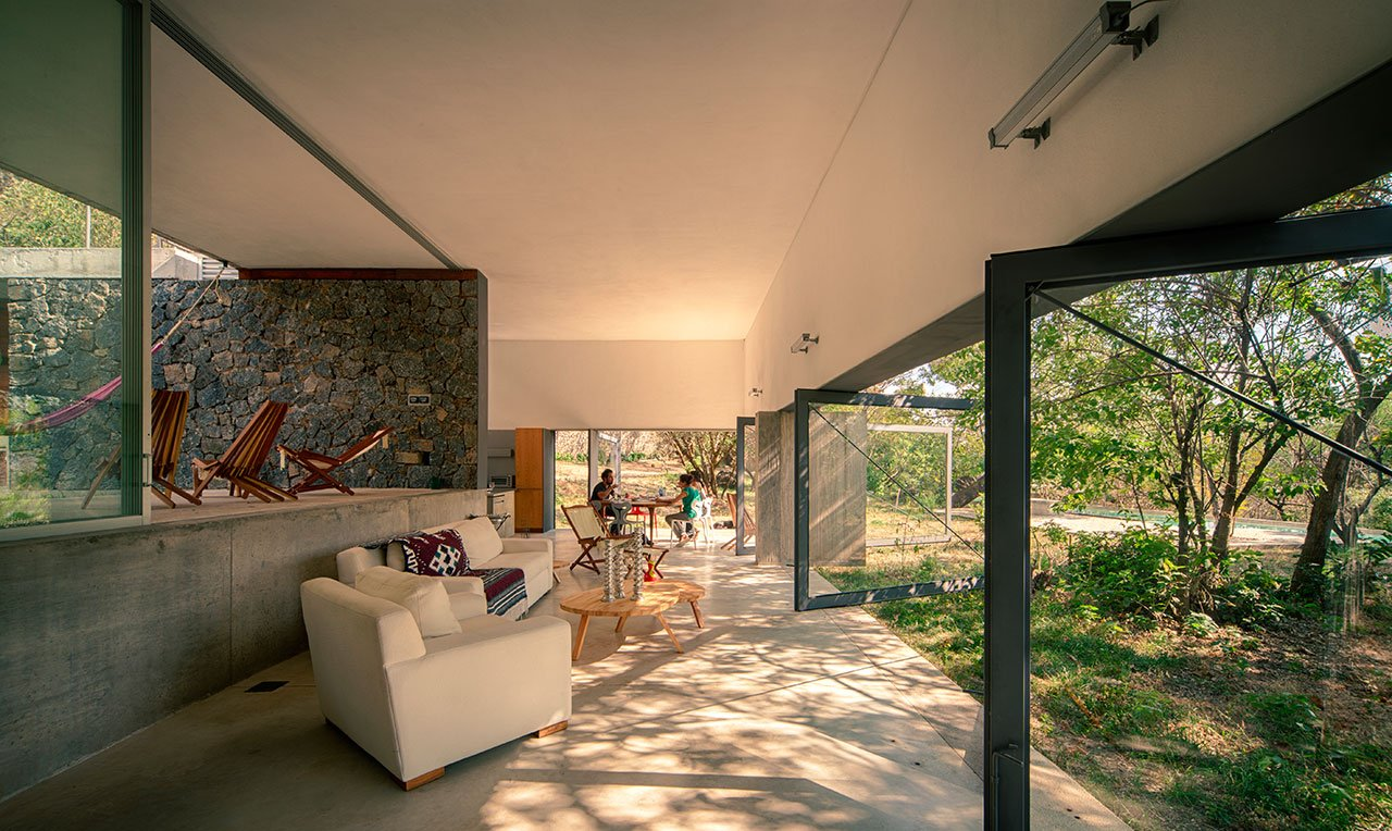 Casa Meztitla, Tepoztlán, Mexico, by EDA A, photography by Yoshihiro Koitani from Living under the Sun, © Gestalten 2015.