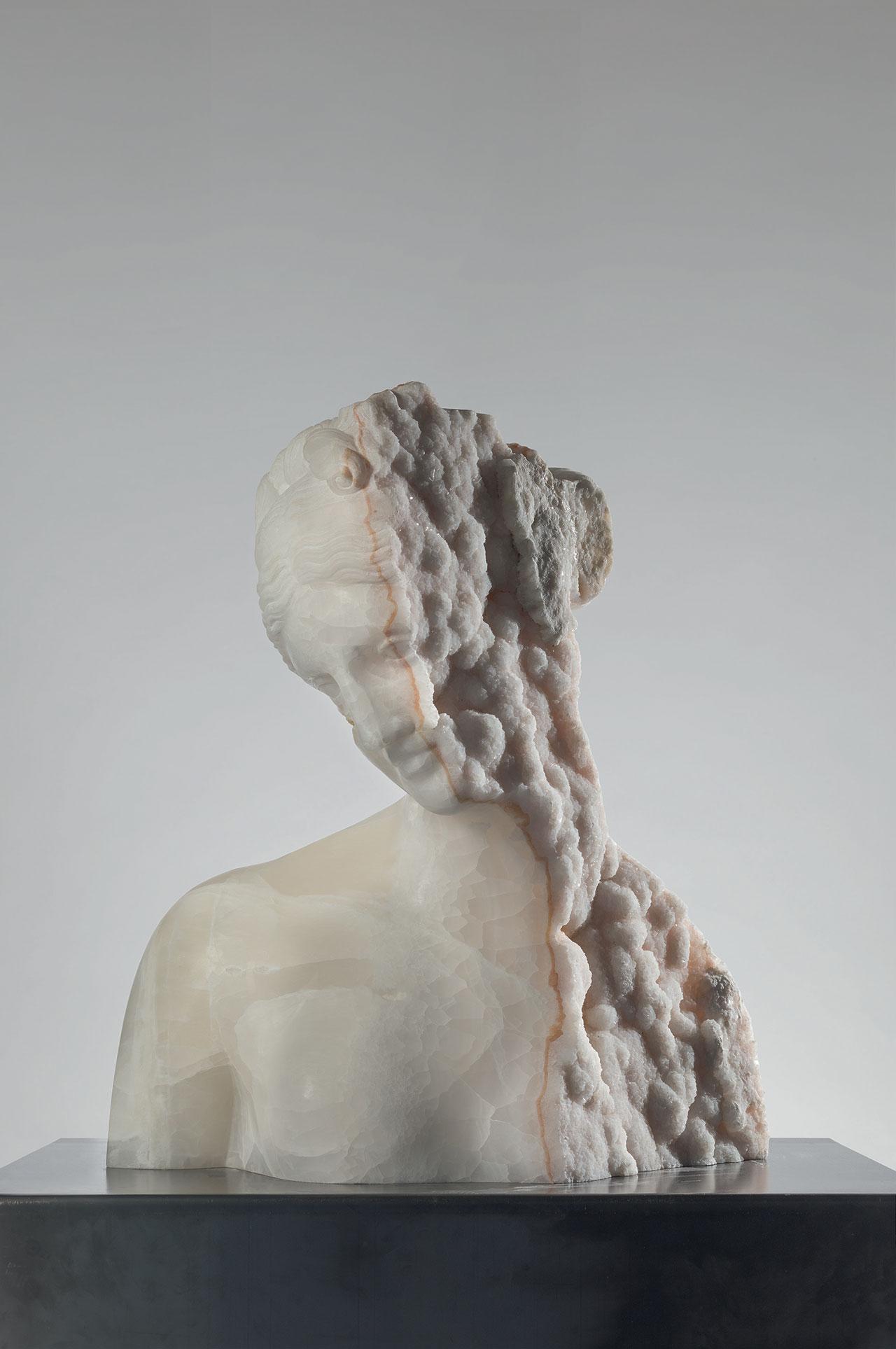 Massimiliano Pelletti, Crystal Venus,2017. Mexican onyx madre cava. 72 x 75 x 38 cm.