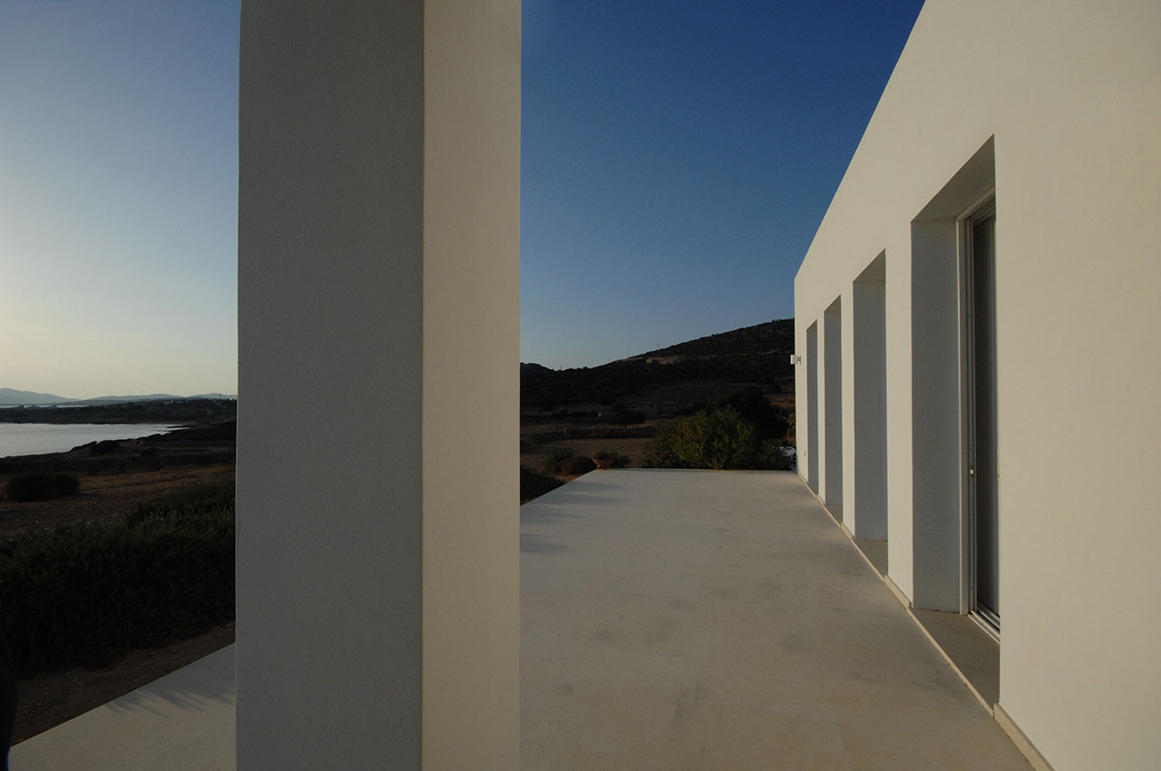 House in Paros, Greece. Photo © Nicos Valsamakis.