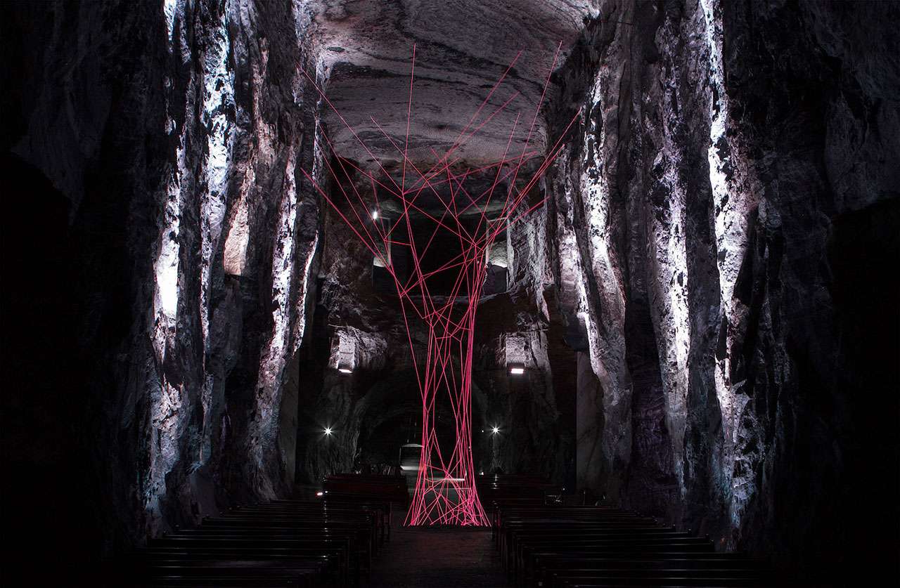 Aldo Chaparro, NaCL(í). Stainless steel and electroluminescent wires. Variable measures. Installation view at the central hall of the Salt Cathedral of Zipaquirá, Colombia. Photo by Manuel Velázquez. Courtesy PEANA Projects.