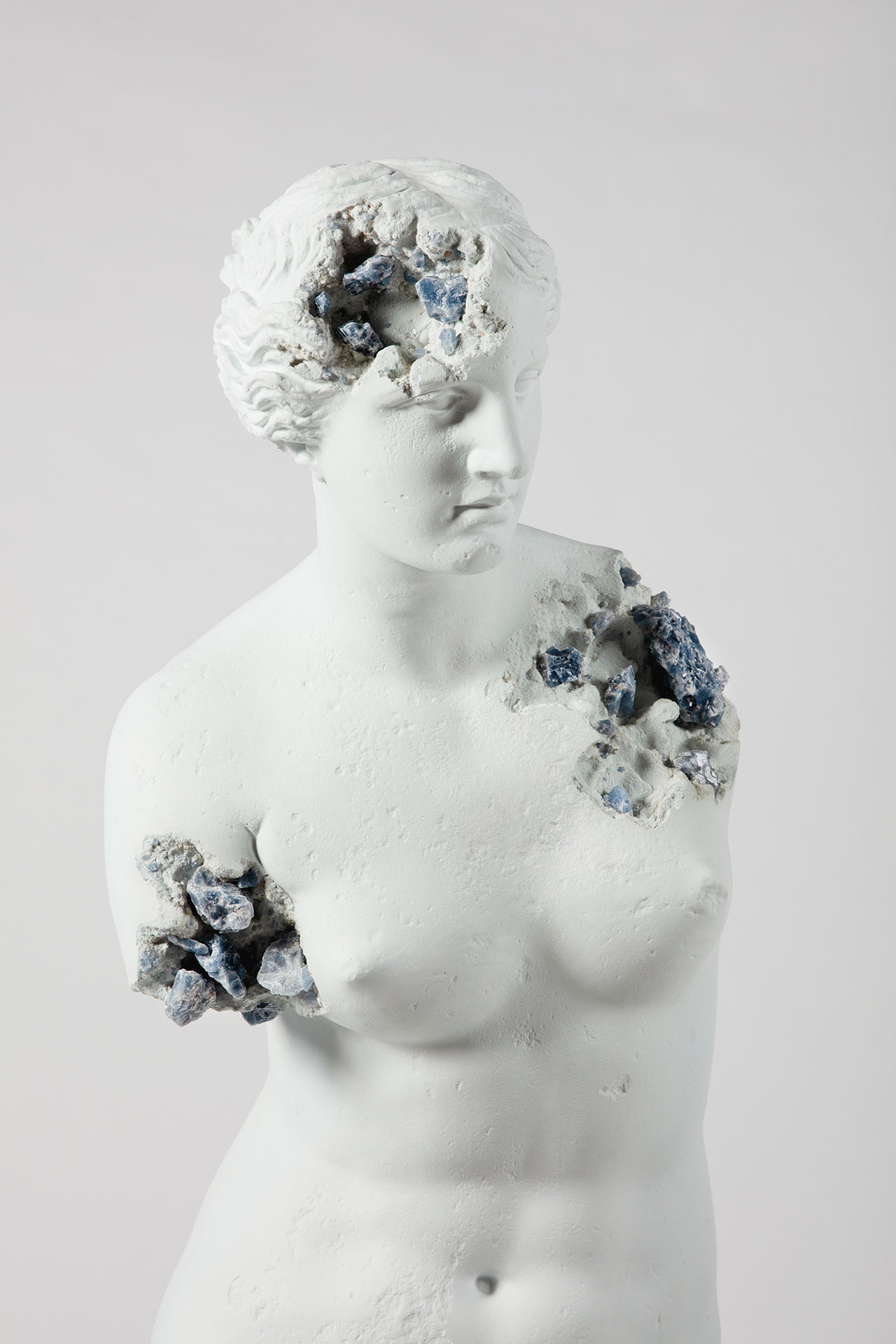 Daniel Arsham, Blue Calcite Eroded Venus of Milo, (details) 2019. Blue calcite, hydrostone. 216 x 60 x 65 cm | 85 1/16 x 23 5/8 x 25 9/16 inch, 150.00 kg. Photo by Guillaume Ziccarelli. © Courtesy the artist & Perrotin.