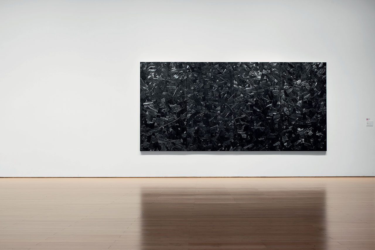 Issu du feu, 2000. Charcoal on canvas, 210 x 440 cm. Installation view at the Daegu Art Museum in 2014. Photo © PARK Myung-Rae. / © Lee Bae.