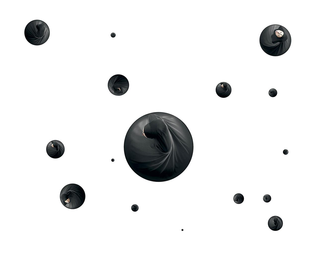 Maïmouna Guerresi,Cosmo, 2009, Lambaprintonplexiglas,ø80,50,40,30,28,22,18,7,5 cm. Copyright© Maïmouna Guerresi,courtesyMariane Ibrahim Gallery-Seattle&Matèria Gallery-Rome.