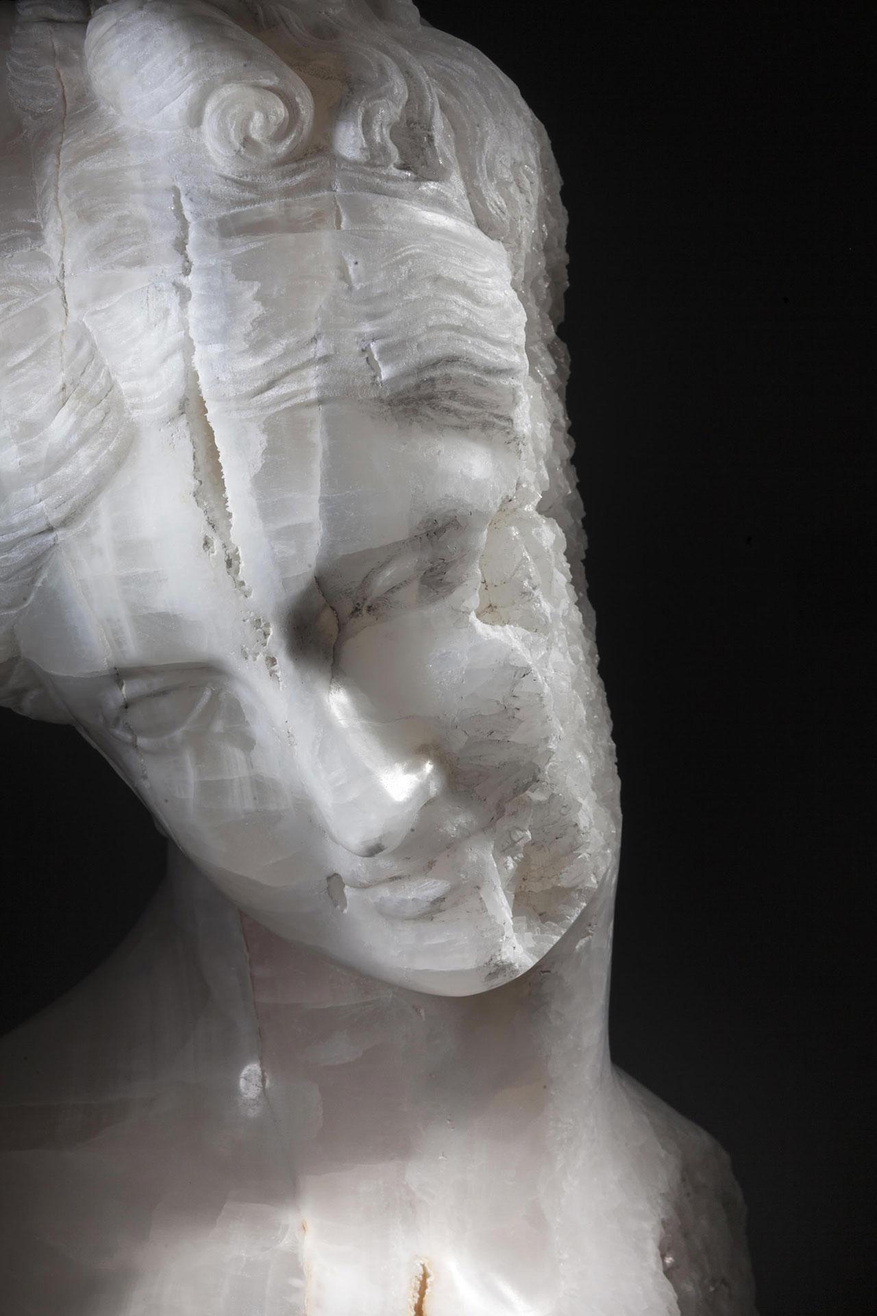Massimiliano Pelletti,Crystal Venus,2017.Mexican onyx madre cava.72 x 75 x 38 cm.