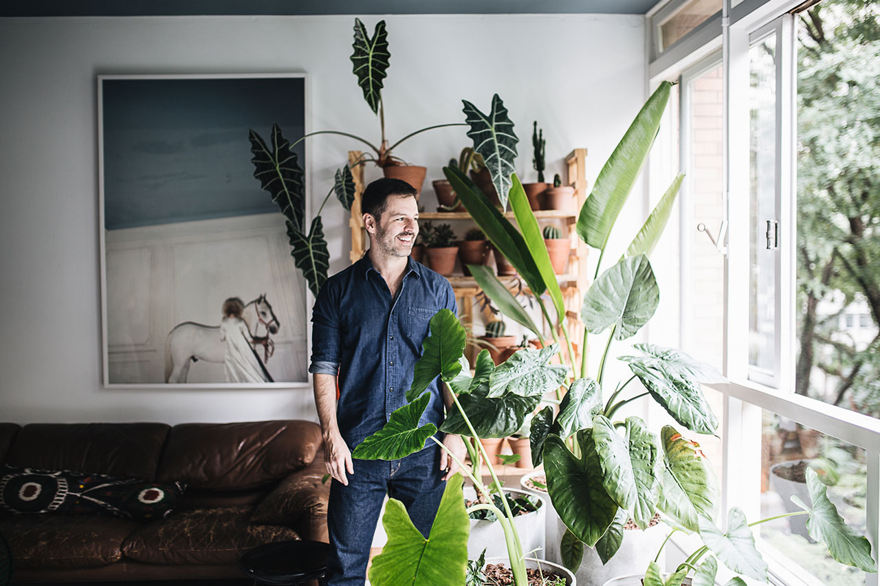 PLANT TRIBE LIVING HAPPILY EVER AFTER WITH PLANTSBy Igor Josifovic & Judith de Graaff Photo: The home of Maurício Arruda in São Paulo, Brazil.Photography by Jules Villbrandt for Urban Jungle Bloggers.