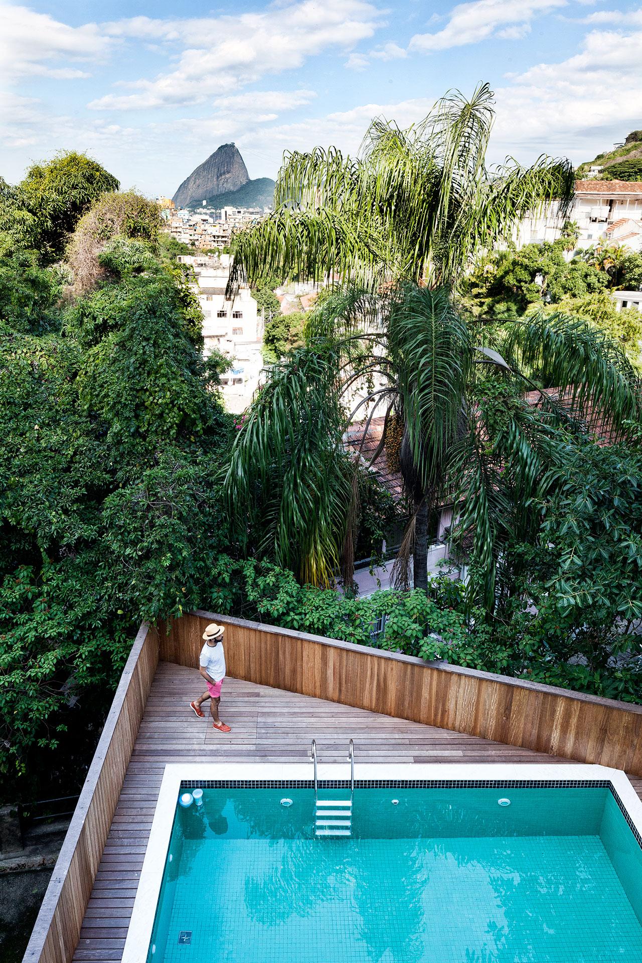 CasaJean MichelRuis,Rio de Janeiro, Brazil,by Jean Michel Ruis, photography byFilippo Bamberghi from Living under the Sun, © Gestalten 2015.